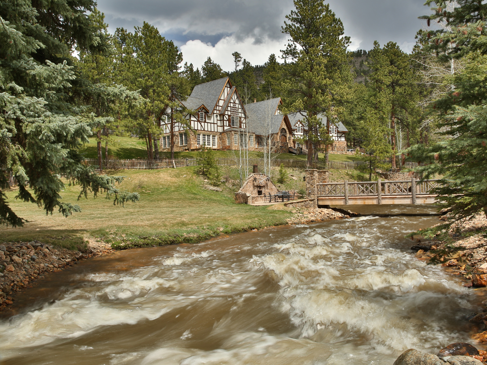 Maison unifamiliale pour l Vente à 34123 Upper Bear Creek Road Evergreen, Colorado 80439 États-Unis