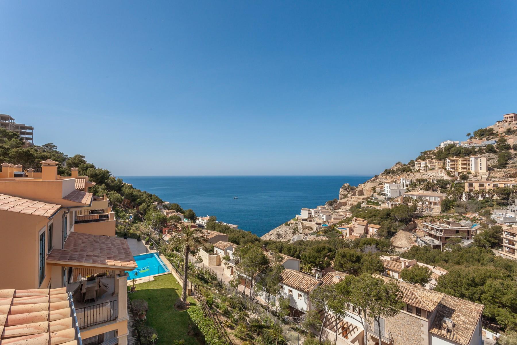 Casa para uma família para Venda às Penthouse in a small community in Cala Moragues Port Andratx, Palma De Maiorca, 07157 Espanha