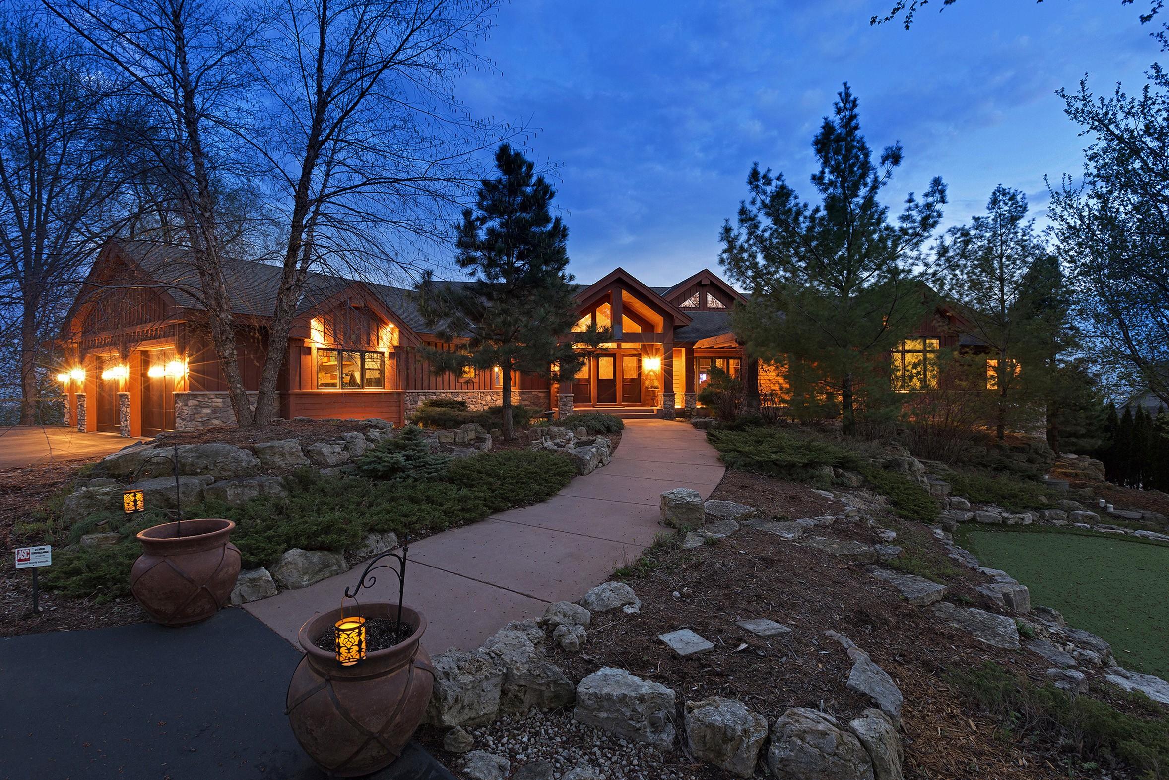 단독 가정 주택 용 매매 에 595 Lakota Lane Chanhassen, 미네소타, 55318 미국