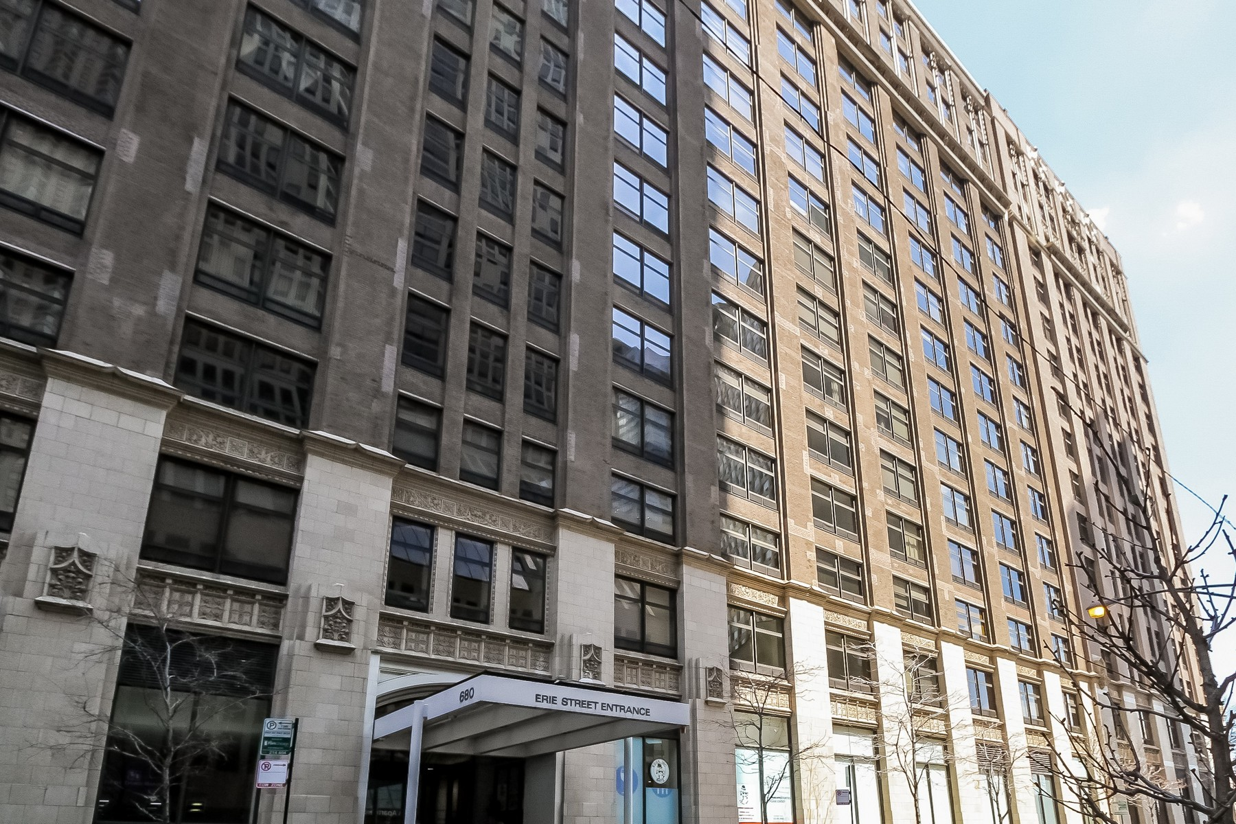 Кооперативная квартира для того Продажа на South Facing Streetervill Condo 680 N Lake Shore Drive Unit 711 Near North Side, Chicago, Иллинойс, 60611 Соединенные Штаты