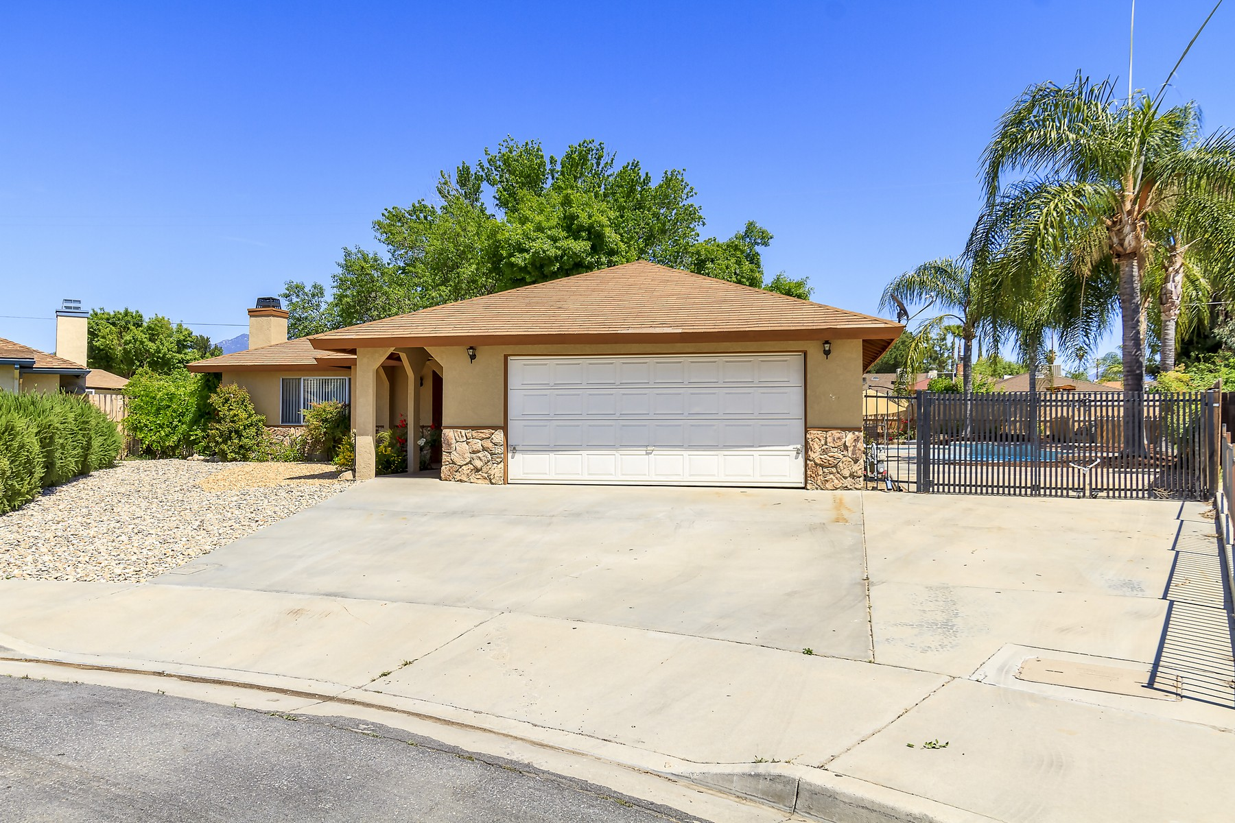 Single Family Home for Sale at 42118 Levi Court Hemet, California, 92544 United States