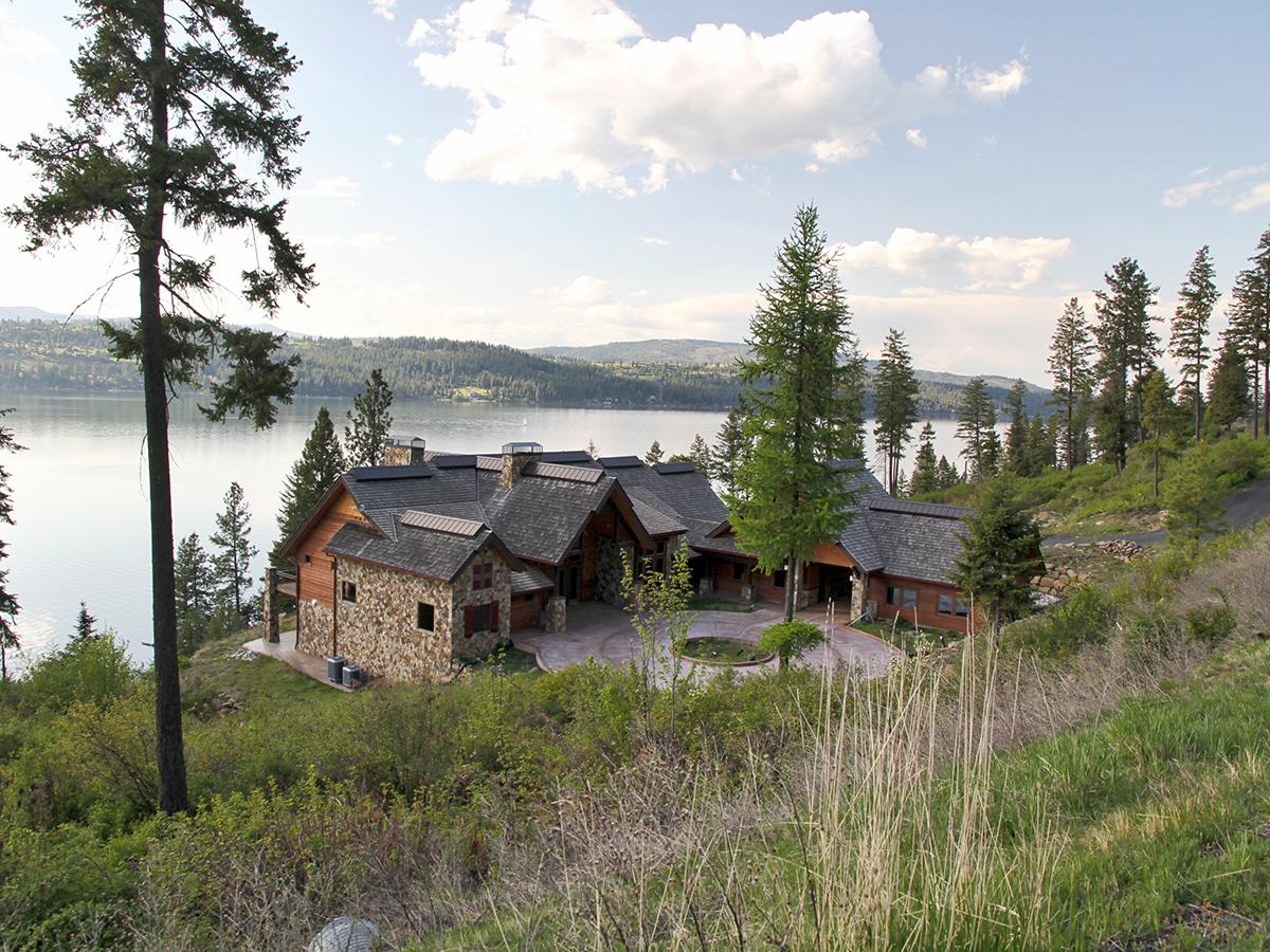 Villa per Vendita alle ore Private and large waterfront Craftman home 19886 S HEADLANDS DR Harrison, Idaho 83833 Stati Uniti