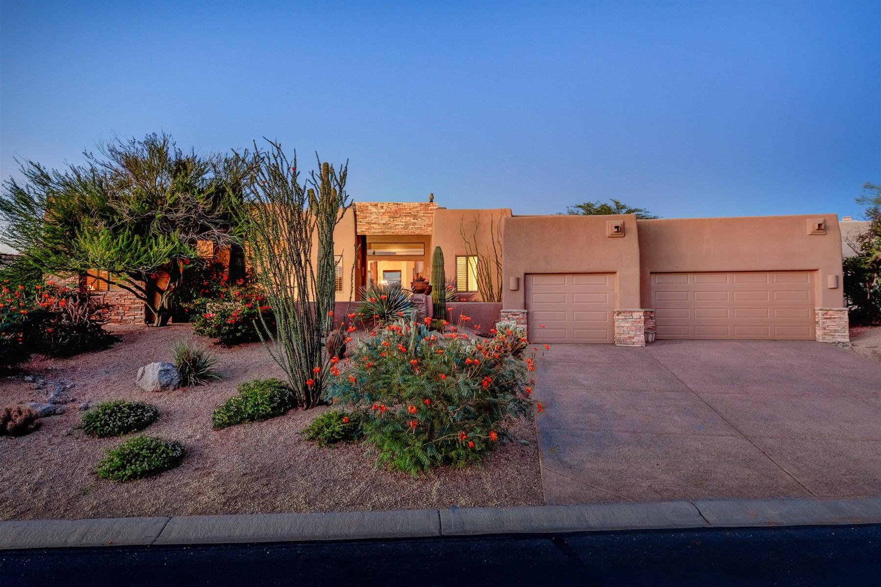 Casa para uma família para Venda às Beautiful residence offers a private location. 10886 E Sutherland WAY Scottsdale, Arizona 85262 Estados Unidos