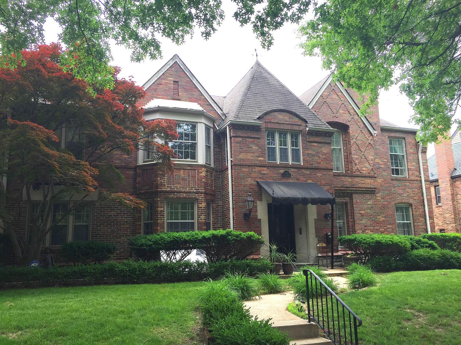 Casa Multifamiliar por un Venta en Wellington Way 7516 Wellington Way Clayton, Missouri 63105 Estados Unidos