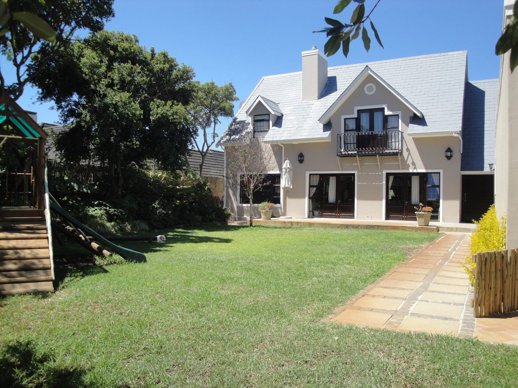 Maison unifamiliale pour l Vente à A Double Storey Home in pristine condition Tokai, Cape Town, Cap-Occidental Afrique Du Sud