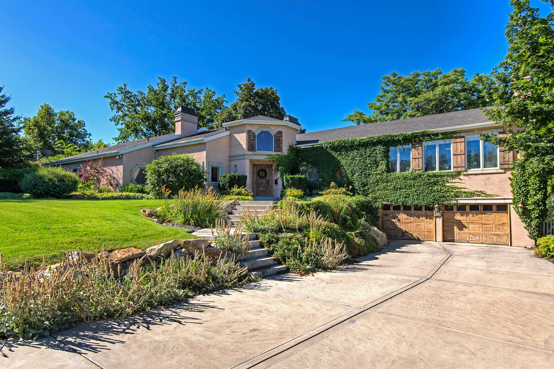 Villa per Vendita alle ore Elegant Country Club Estate 2156 Parleys Terr Salt Lake City, Utah 84109 Stati Uniti