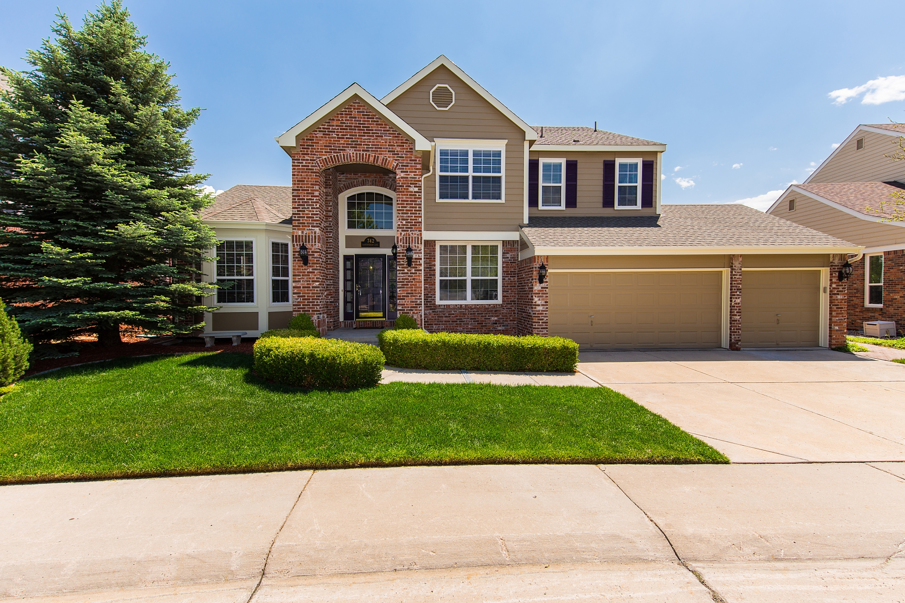 Single Family Home for Sale at An exceptional home perfectly maintained in Weatherstone 742 Countrybriar Ln Highlands Ranch, Colorado 80129 United States