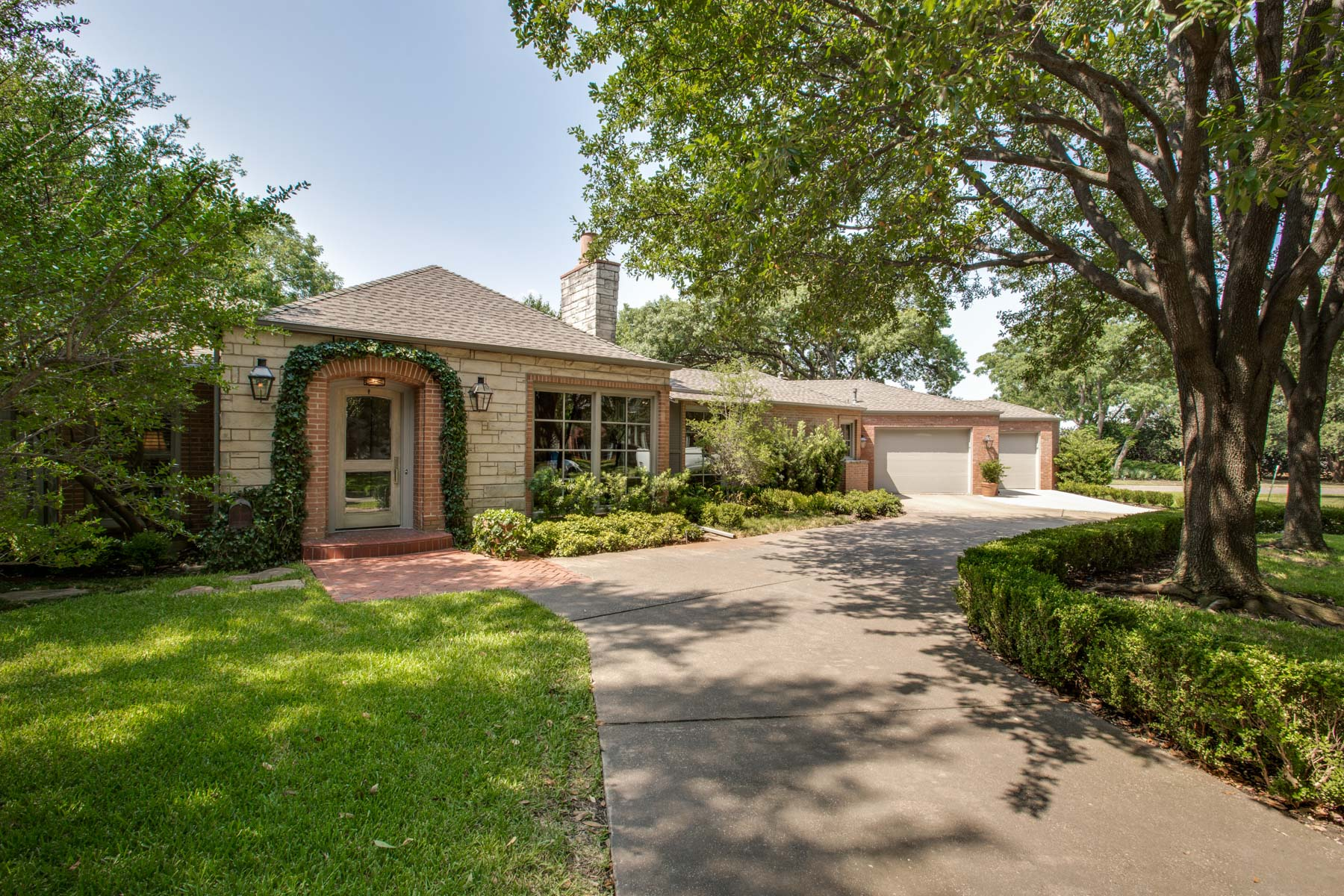 Villa per Vendita alle ore West Highland Park Traditional 4665 Lorraine Avenue Dallas, Texas, 75209 Stati Uniti