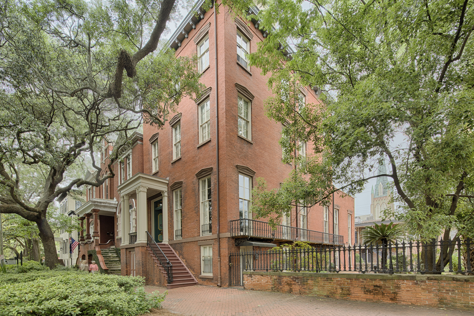 Maison multifamiliale pour l Vente à Historic District 10 West Jones Street Savannah, Georgia 31401 États-Unis