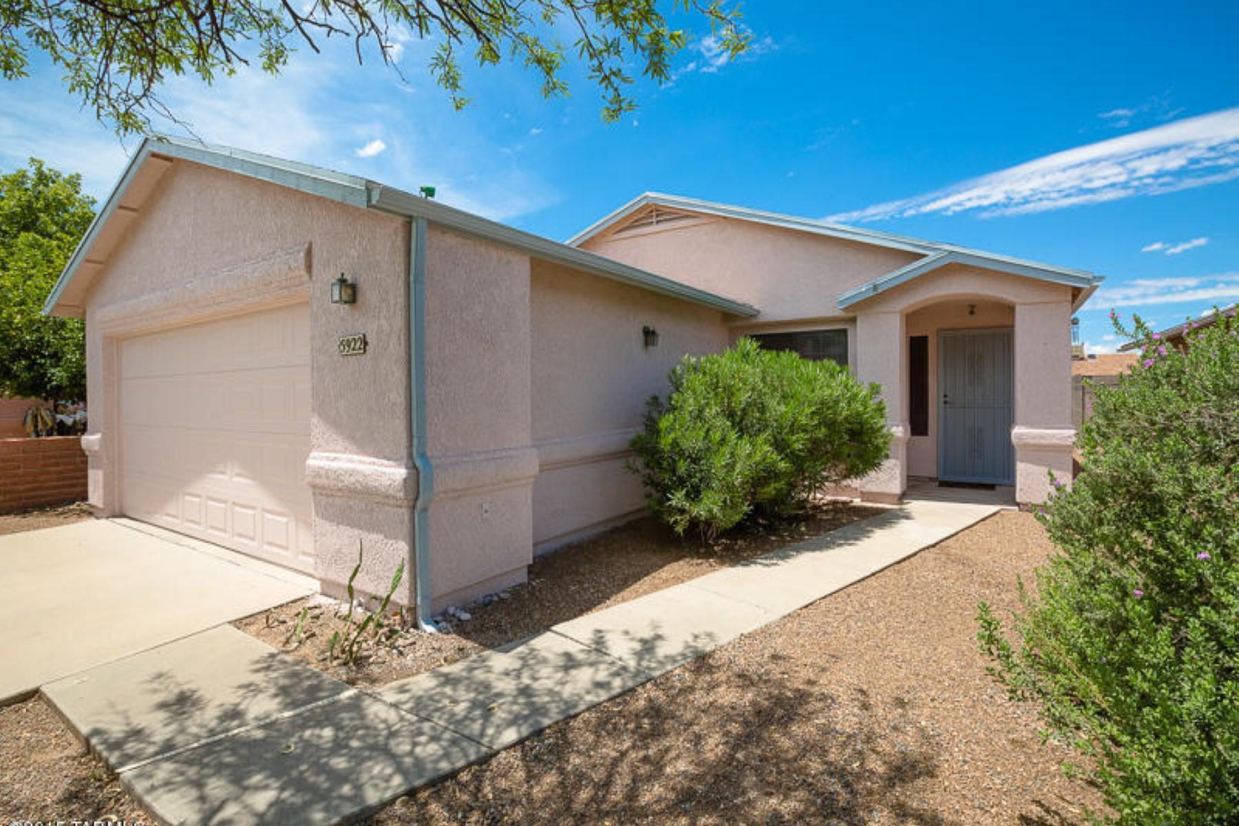 独户住宅 为 销售 在 Lovely two bed two bath home. 5922 S Wood Crest Drive Tucson, 亚利桑那州 85746 美国
