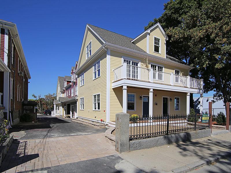 Copropriété pour l Vente à Clam Point Upper Duplex 9 Park Street Unit 2 Boston, Massachusetts 02122 États-Unis