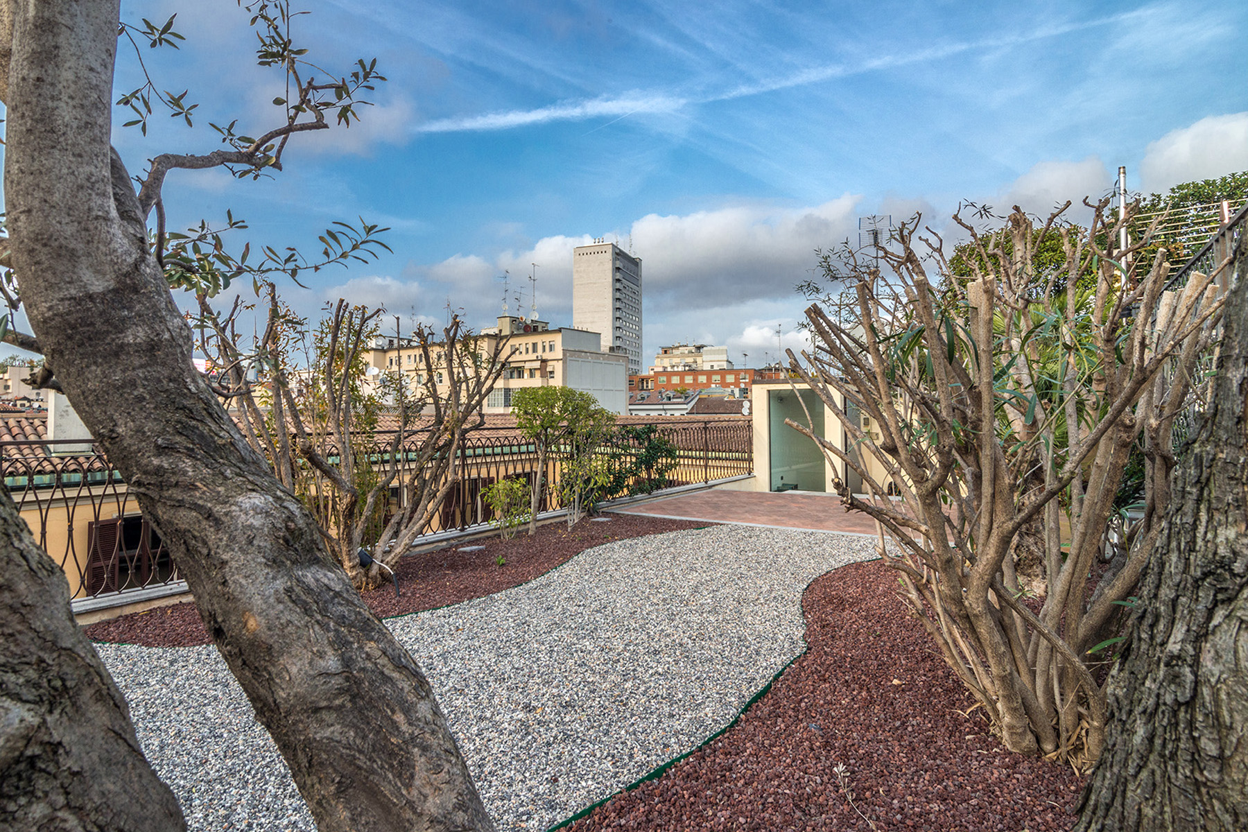 Additional photo for property listing at Exclusive penthouse with rooftop garden in Via della Spiga  Milano, Milan 20121 Italy
