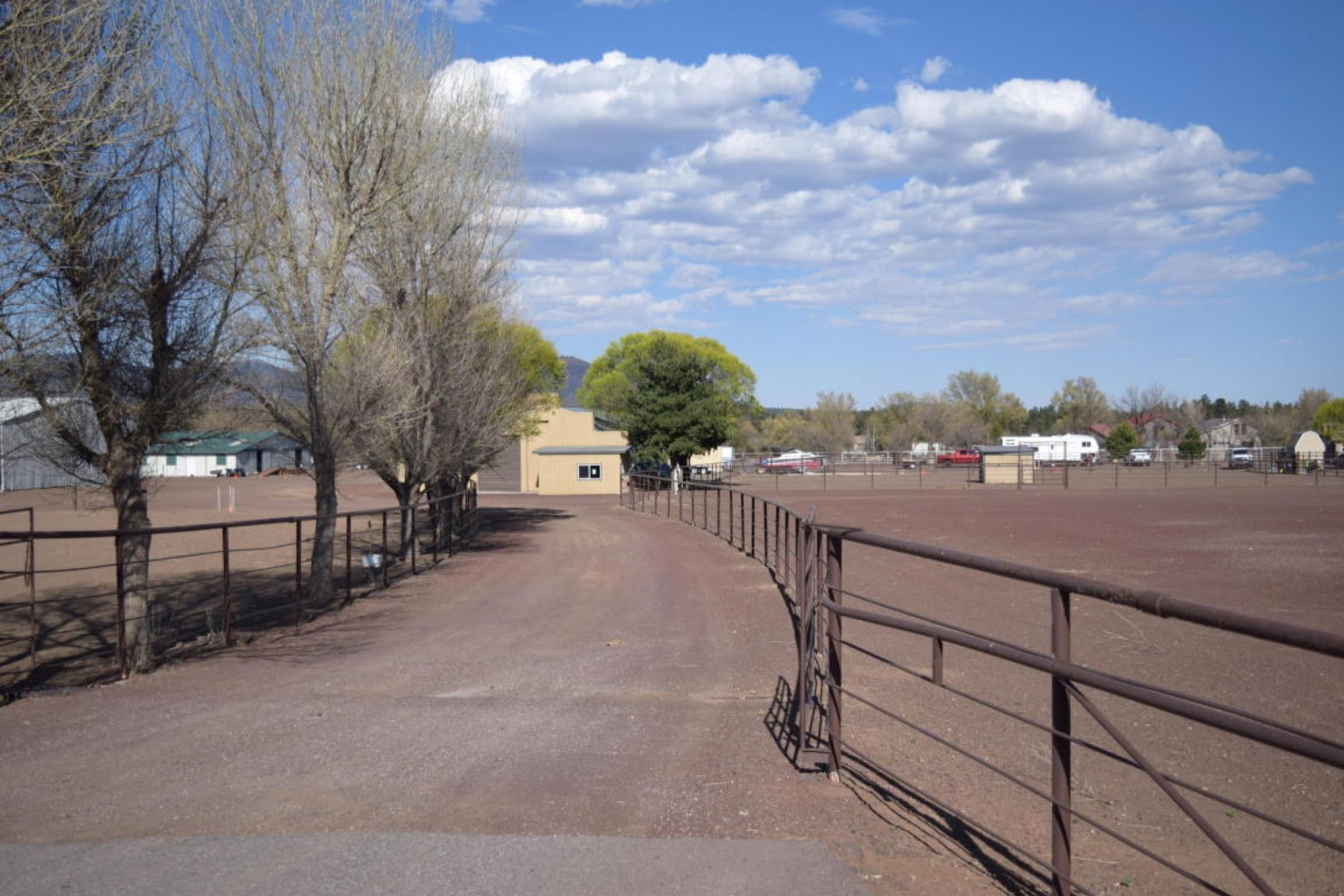 sales property at 2.63 acres is attached to 4.08 acres with the 1450 sqft home