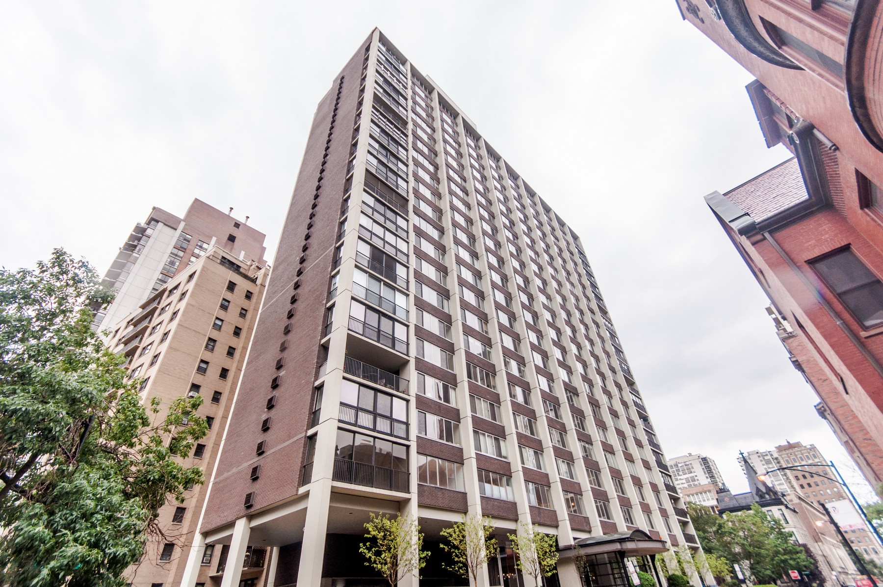 共管物業 為 出售 在 Updated Gold Coast Condo 1 E Schiller Street Unit 3B Chicago, 伊利諾斯州, 60610 美國