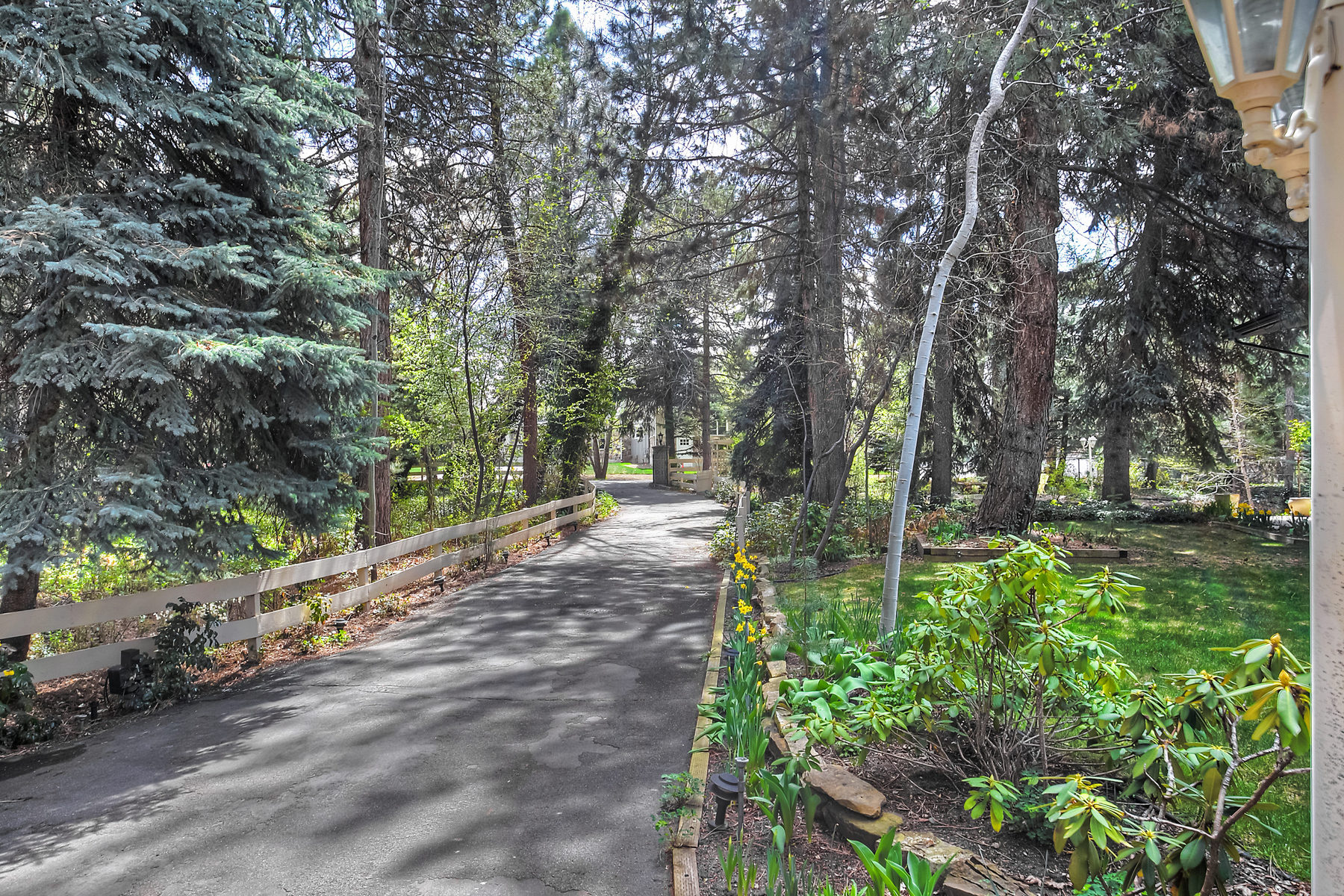 Villa per Vendita alle ore Tranquil Estate Lot with Private Lane 7740 Forest Bend Dr Salt Lake City, Utah 84121 Stati Uniti
