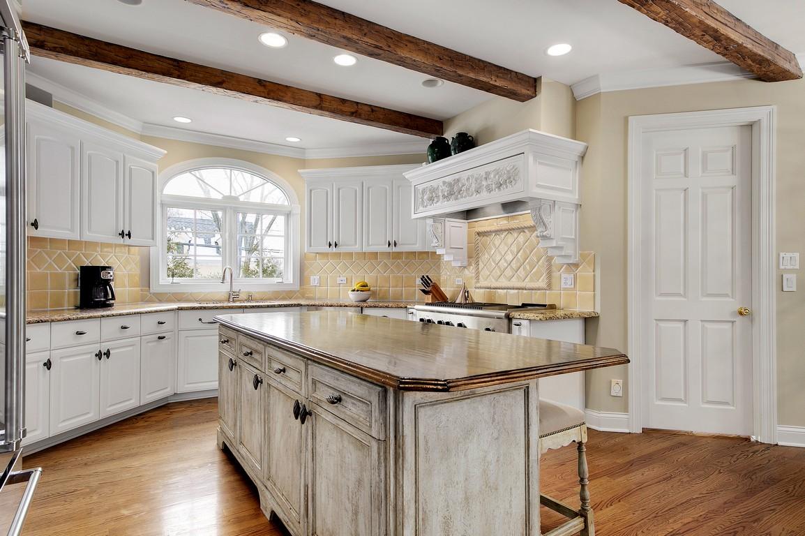 Частный односемейный дом для того Продажа на 305 W Walnut Hinsdale, Иллинойс, 60521 Соединенные Штаты