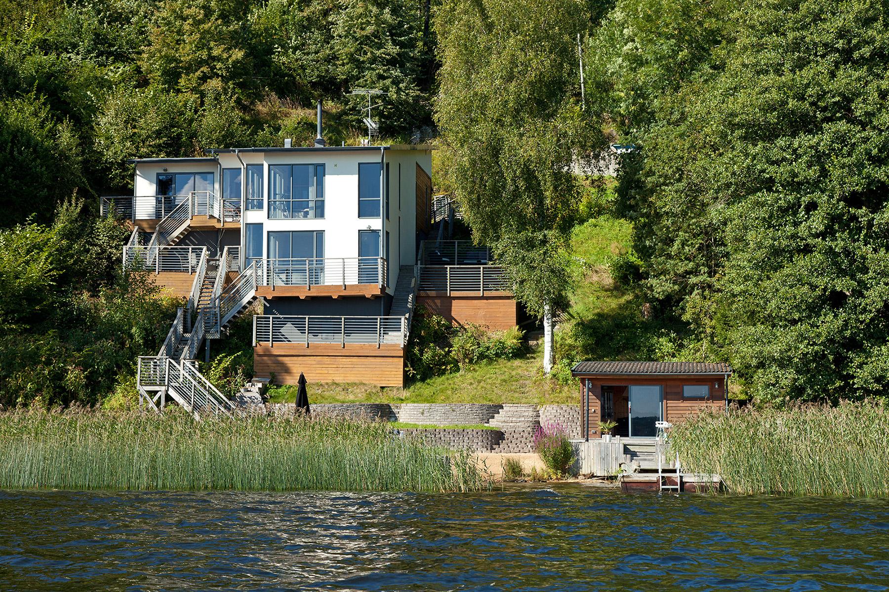 Einfamilienhaus für Verkauf beim Right on waters edge Goråsvägen 30 Other Vastra Gotaland, Vastra Gotaland, 44391 Schweden
