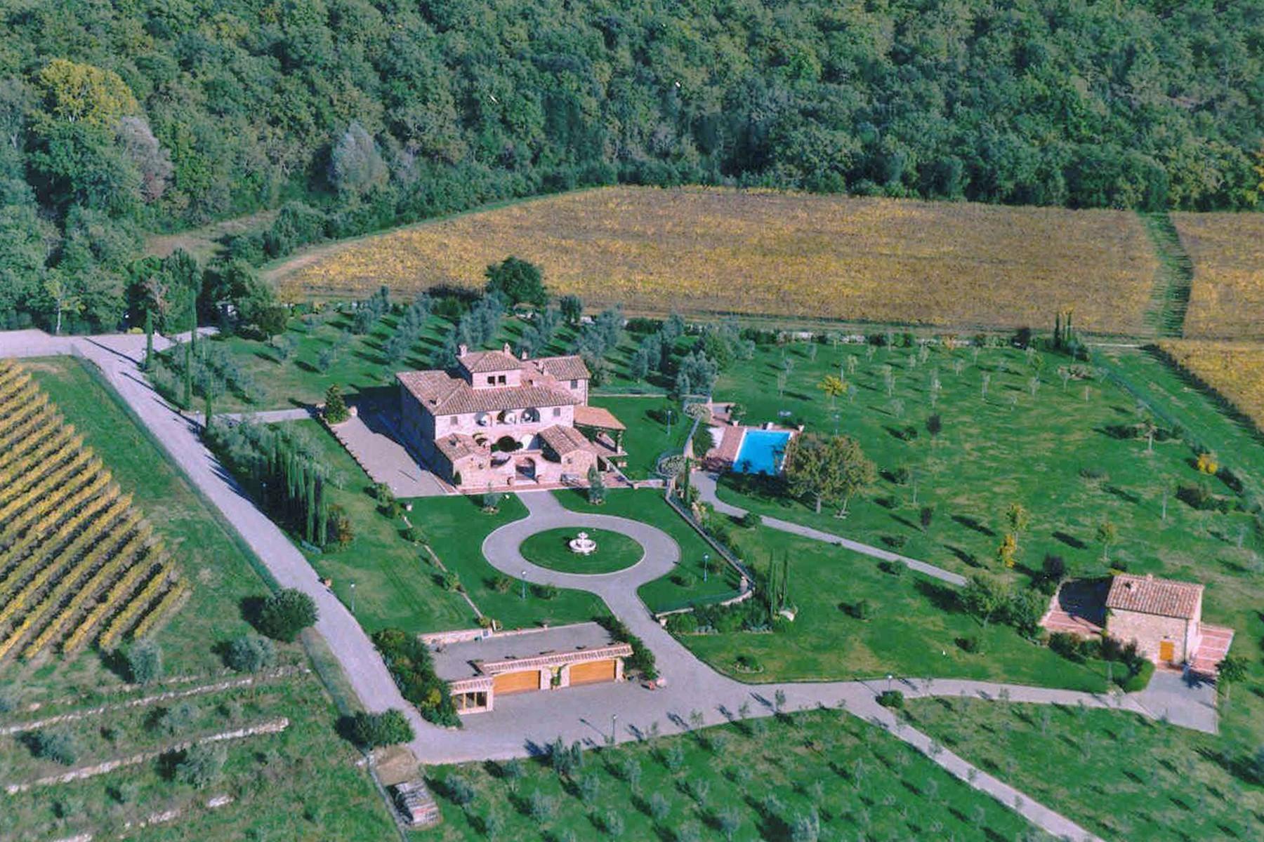 独户住宅 为 销售 在 Elegant Chianti Leopoldina with view of Siena Castelnuovo Berardenga Siena, Siena 53019 意大利