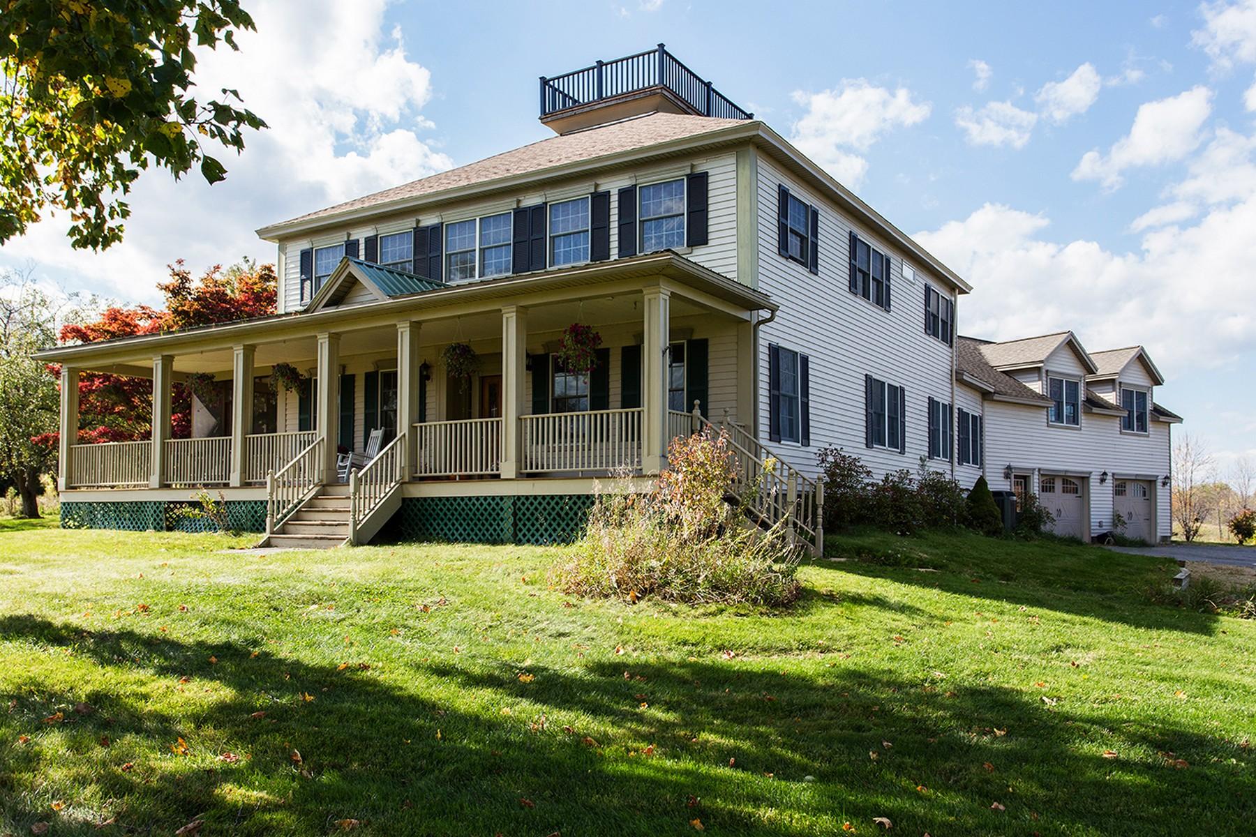 Einfamilienhaus für Verkauf beim Country Setting with City Convenience 152 Cary Rd Halfmoon, New York 12065 Vereinigte Staaten