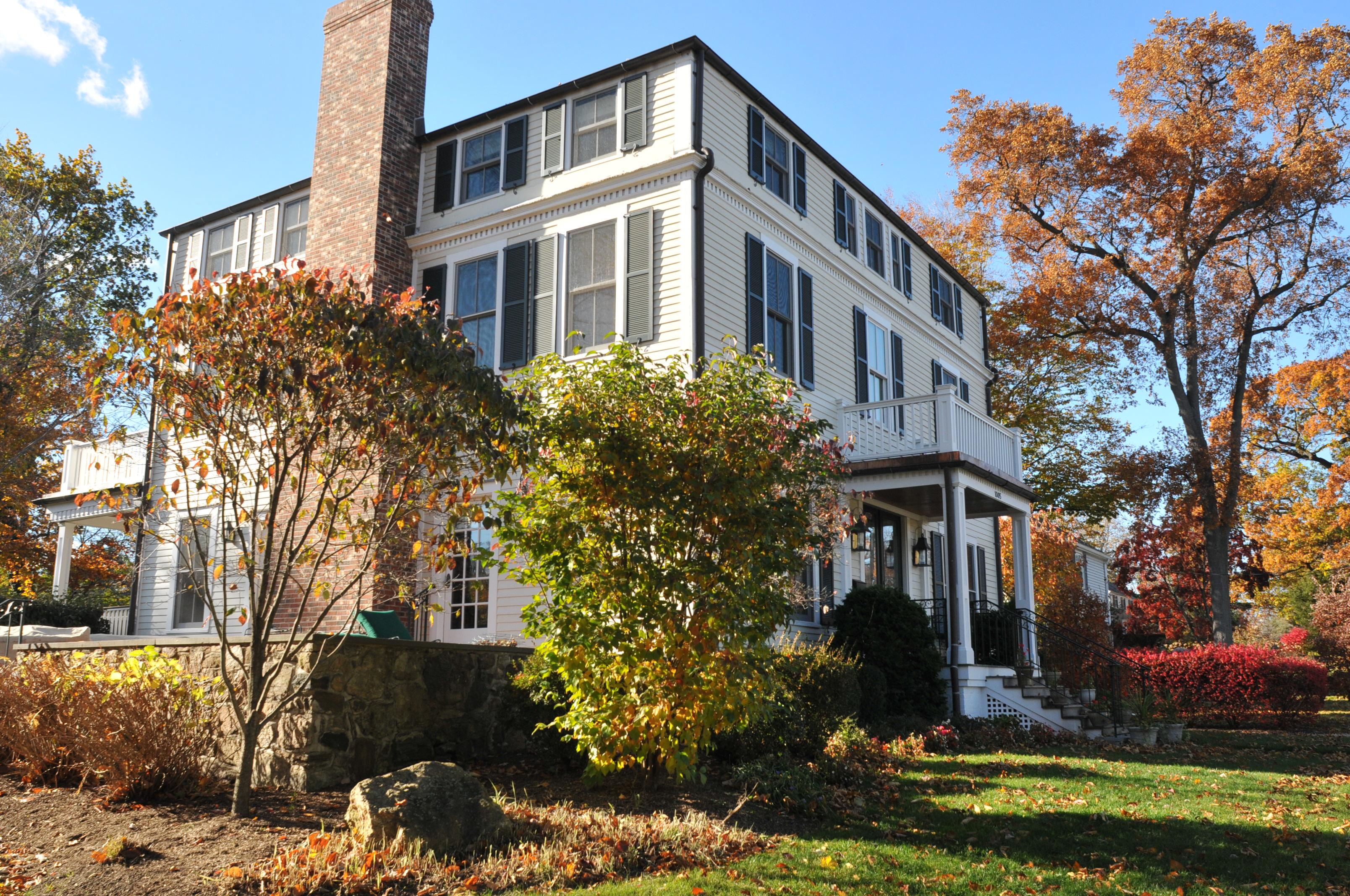 sales property at 1005 Pelhamdale