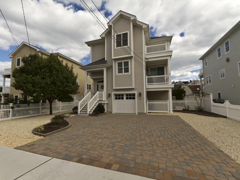Property For Sale at Beautiful Oceanblock Shore Colonial