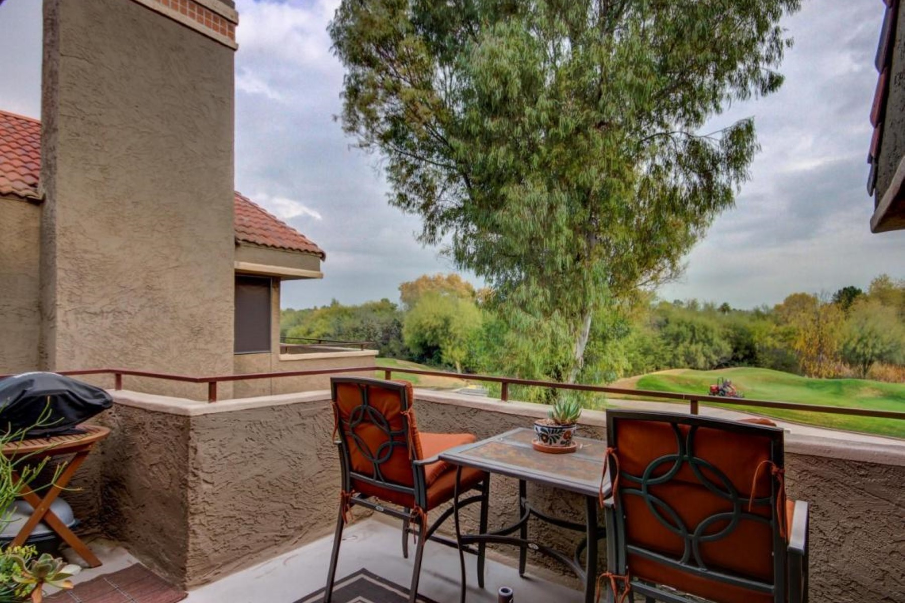 rentals property at Beautifully decorated and fully furnished golf course condo