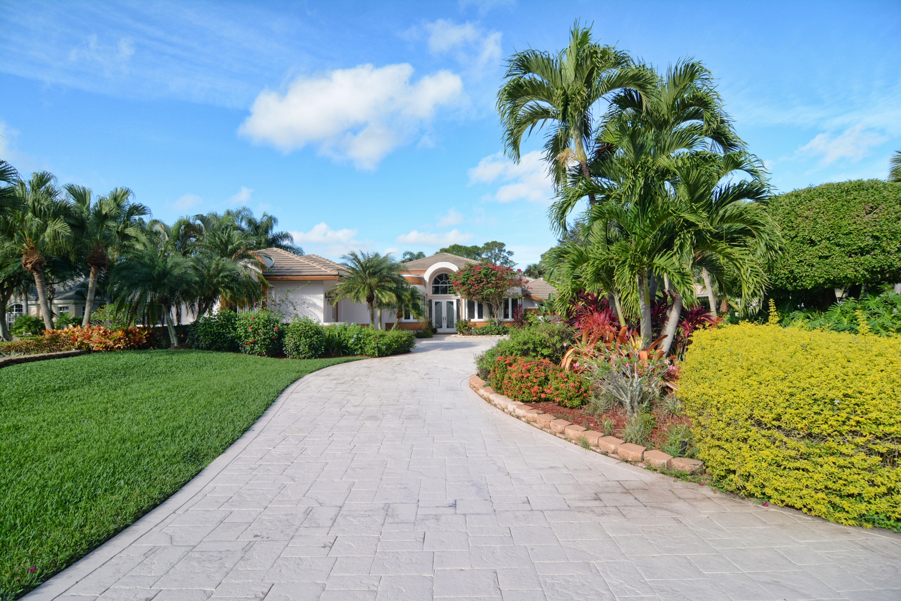 Maison unifamiliale pour l Vente à 8179 Lakeview Drive Ironhorse, West Palm Beach, Florida 33412 États-Unis