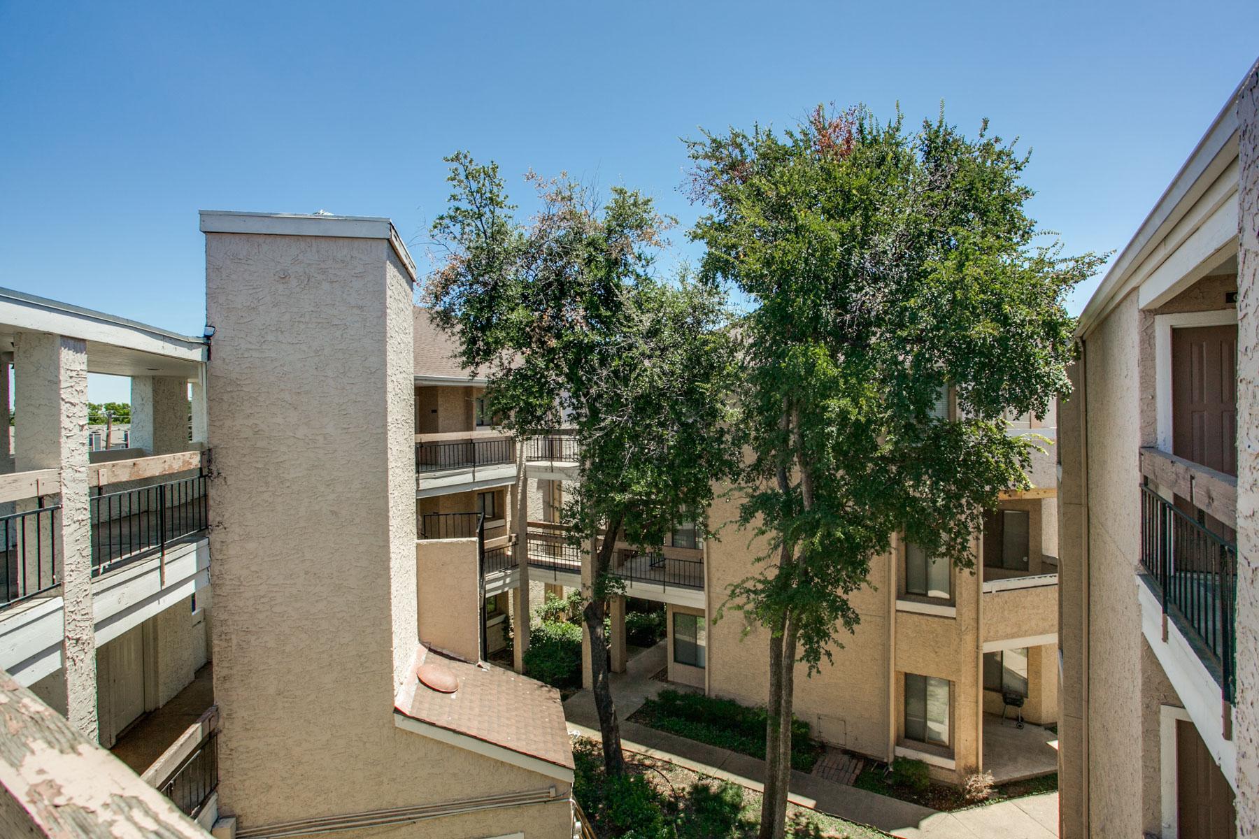 Appartement en copropriété pour l Vente à Investment Condo 5550 Spring Valley Road #B35 Dallas, Texas, 75254 États-Unis