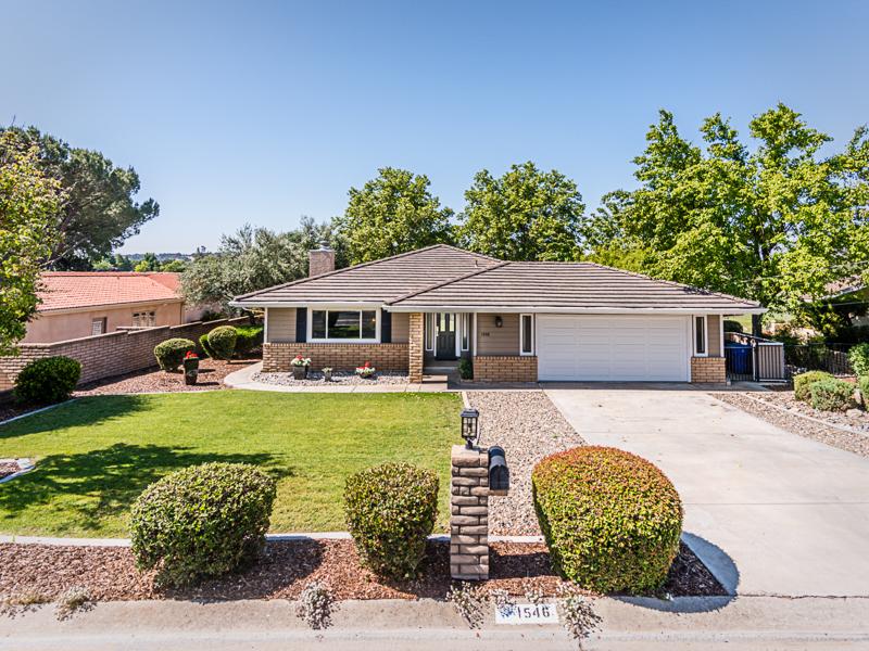 Maison unifamiliale pour l Vente à Immaculate Home on the 18th Fairway 1546 Fairway Drive Paso Robles, Californie, 93446 États-Unis