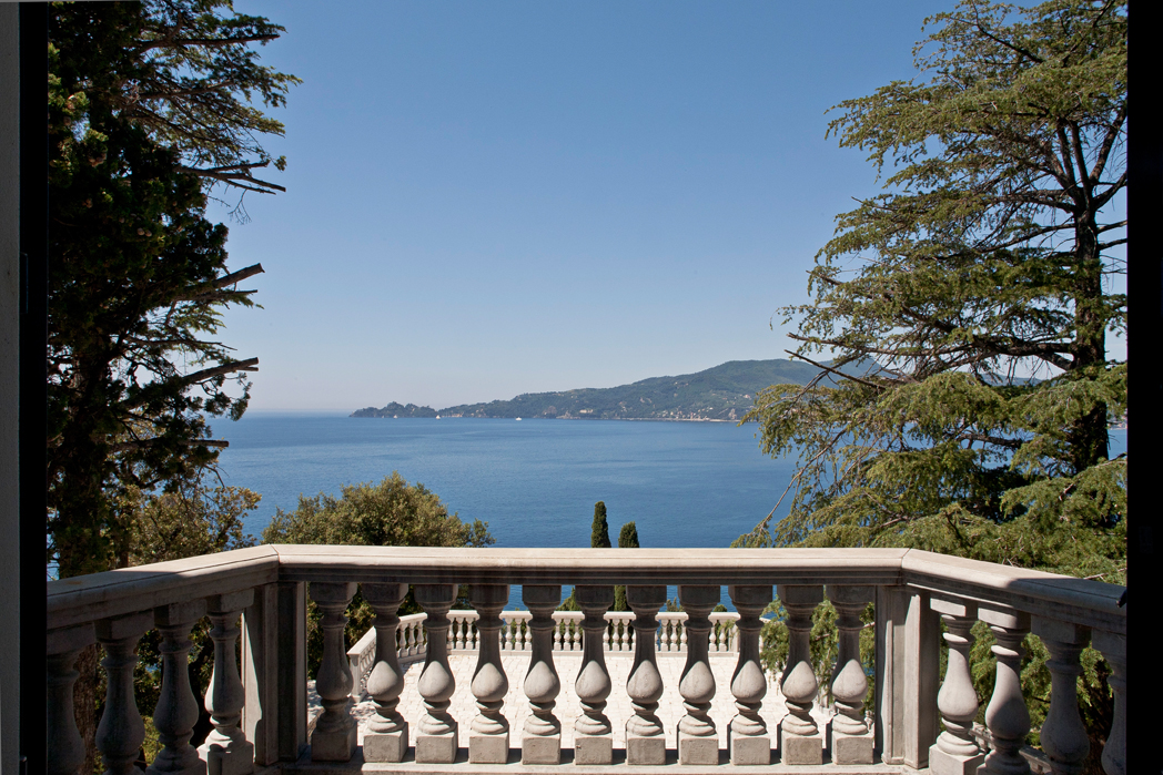 Property For Sale at Splendida villa con accesso diretto al mare