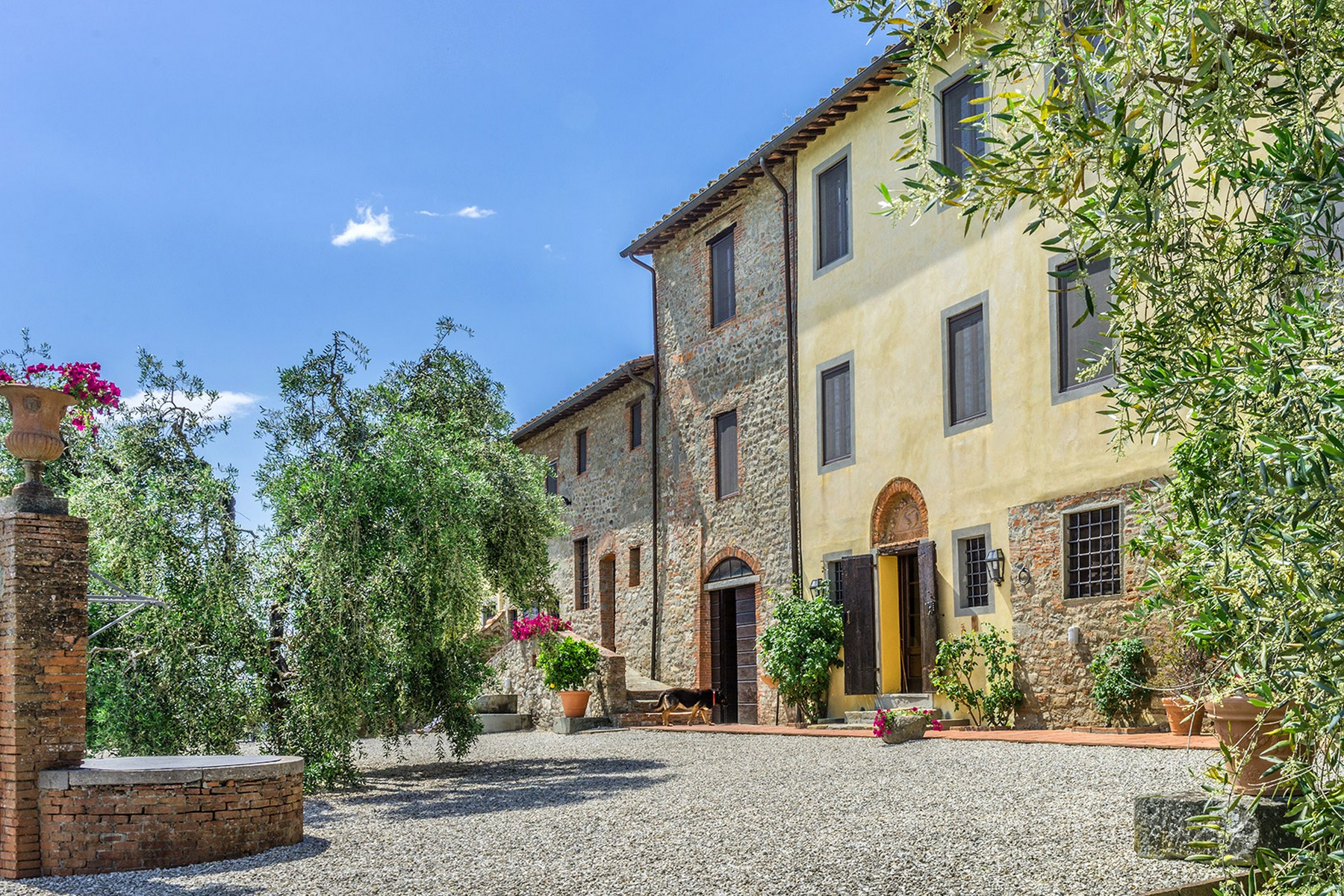 Additional photo for property listing at Tuscan estate near Lucca with land Camigliano San Gemma Camigliano San Gemma, Lucca 55100 Italy