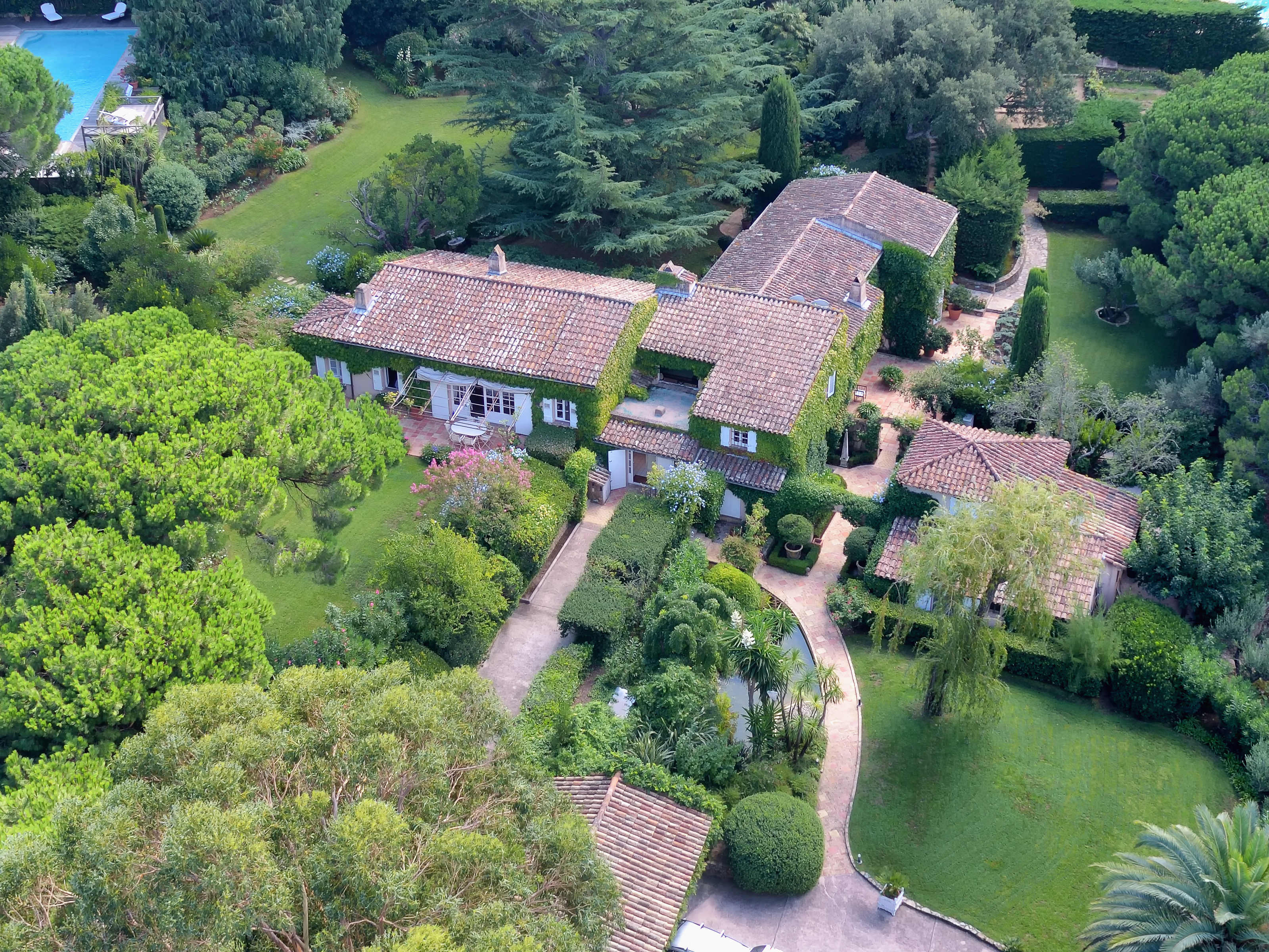 Villa per Vendita alle ore Exceptional provençal villa in walking distance tothe town centre and beaches Saint Tropez, Provenza-Alpi-Costa Azzurra 83990 Francia