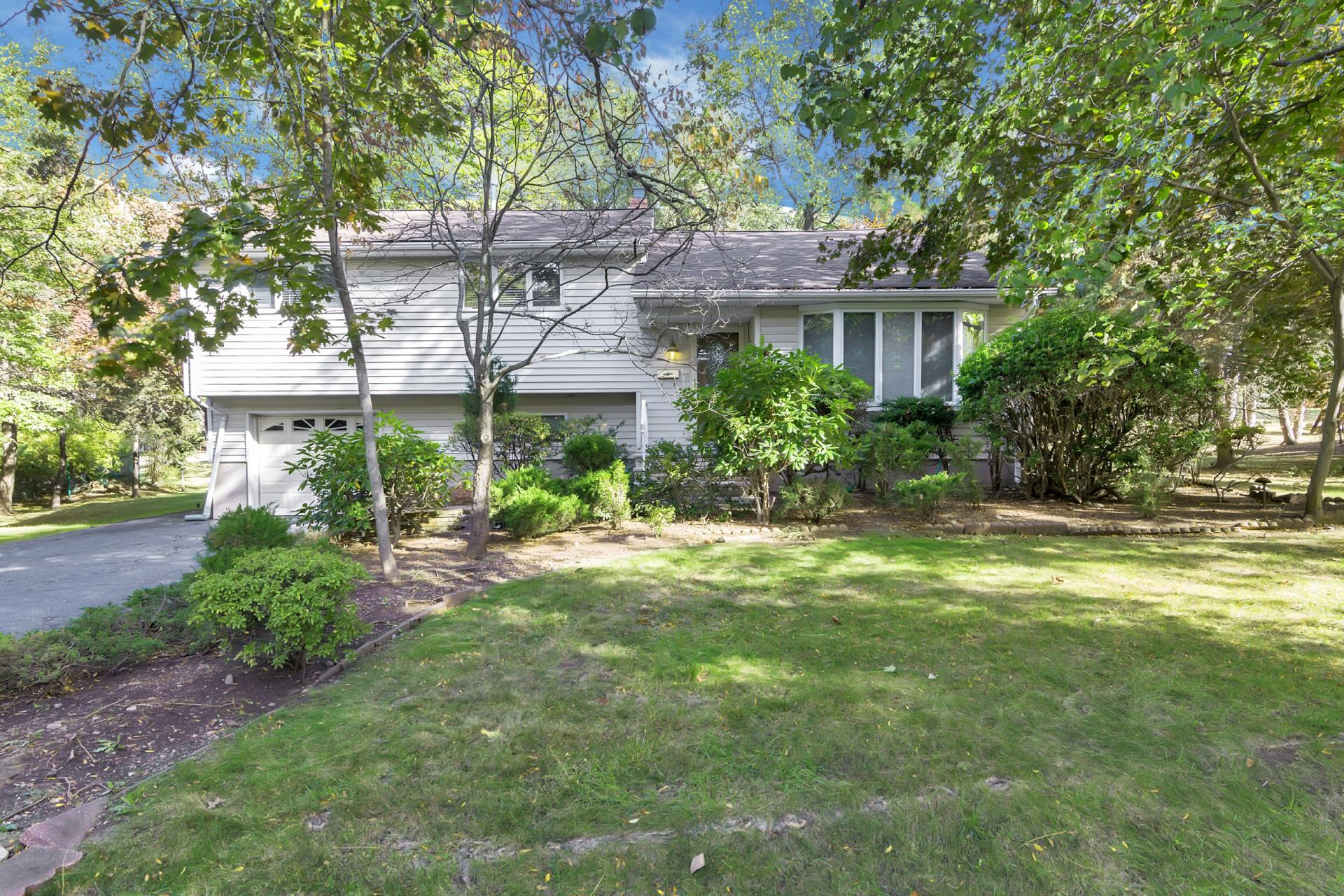 Частный односемейный дом для того Продажа на Excellent Location 25 Sherman Ave Closter, 07624 Соединенные Штаты