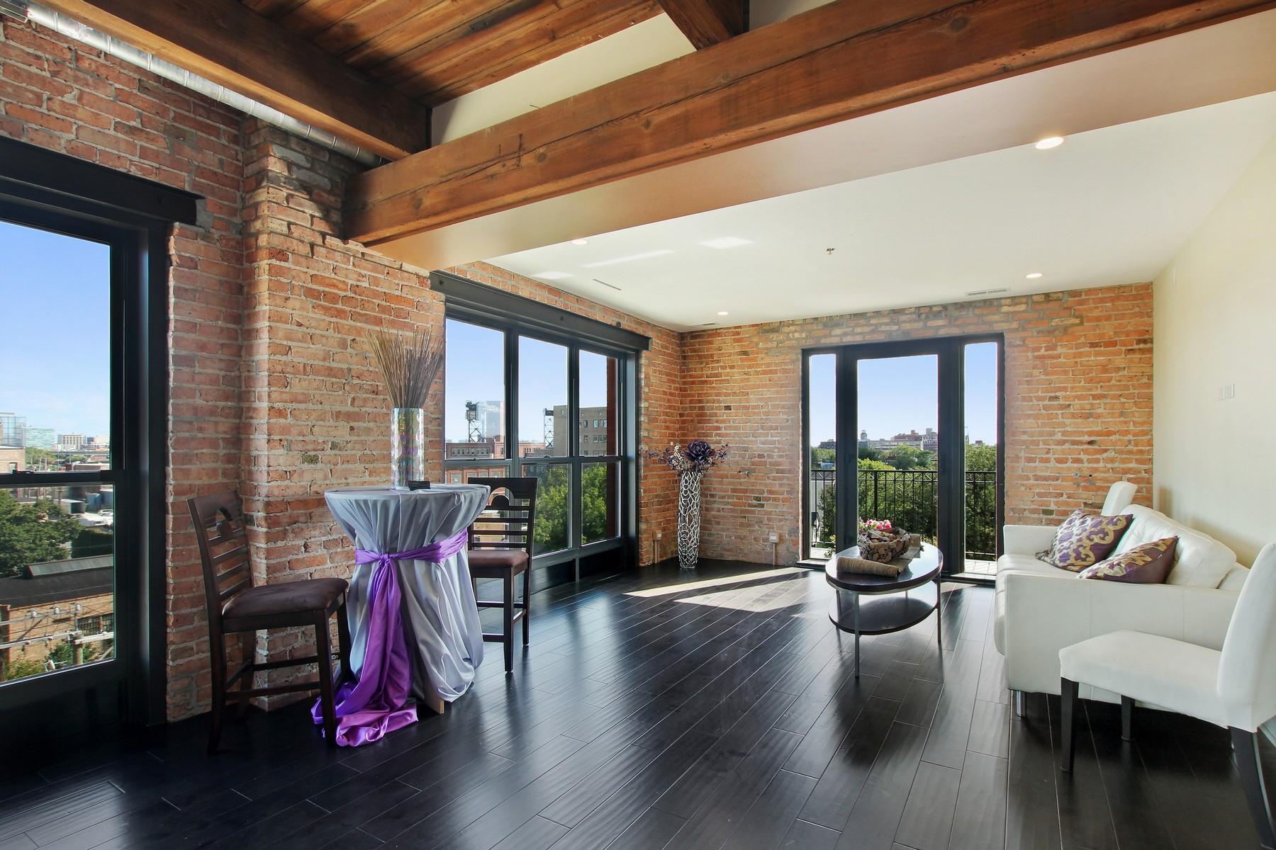 独户住宅 为 销售 在 Two Bedroom Pilsen Loft 1600 S Jefferson Street Unit 305 Pilsen (Lower West Side), 芝加哥, 伊利诺斯州 60616 美国