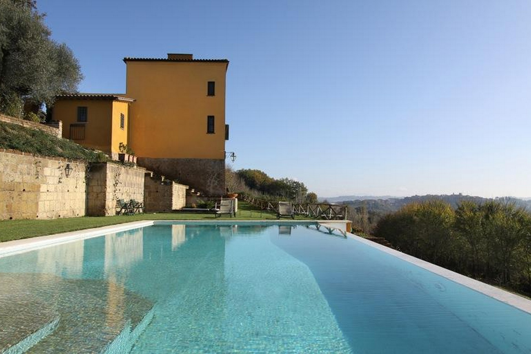 Additional photo for property listing at Villa with 9 ha lands just 40 mins from Rome Otricoli Otricoli, Terni 05030 Italy