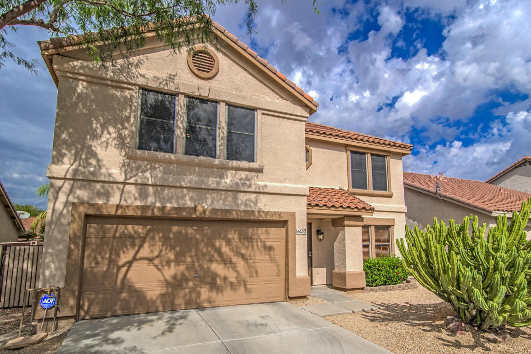 獨棟家庭住宅 為 出售 在 Incredible remodel in the wonderful community of Tatum Highlands 4020 E HIDE TRL Phoenix, 亞利桑那州 85050 美國