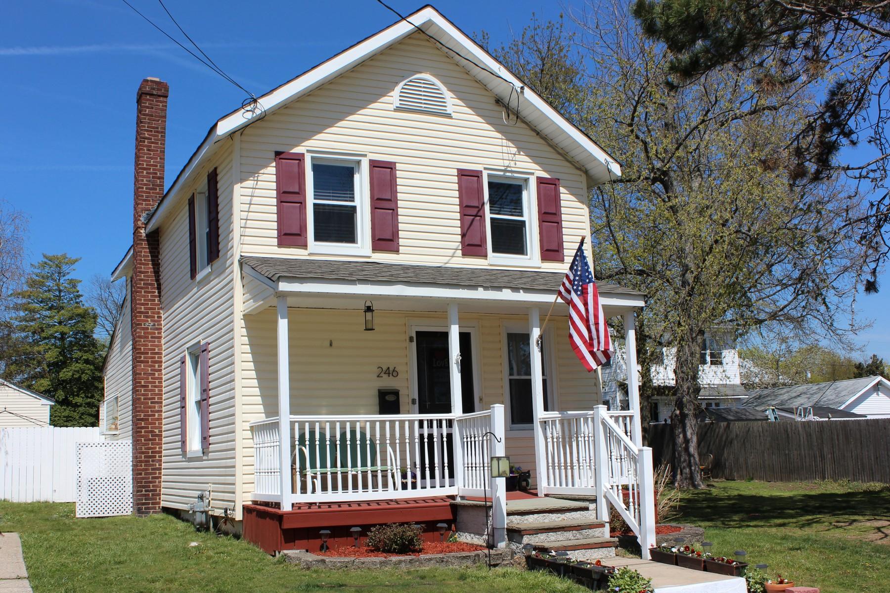 独户住宅 为 销售 在 In-town Charming Colonial 246 Jackson Street Matawan, 新泽西州, 07747 美国