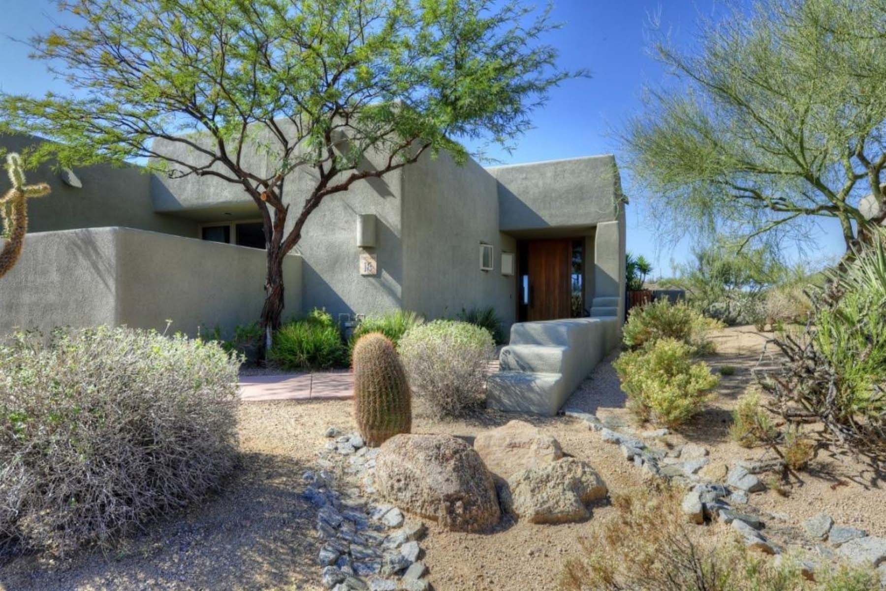 Casa Unifamiliar por un Venta en This cottage is in one of the most private settings in the Sonoran Cottages. 39260 N 100TH PL Scottsdale, Arizona 85262 Estados Unidos