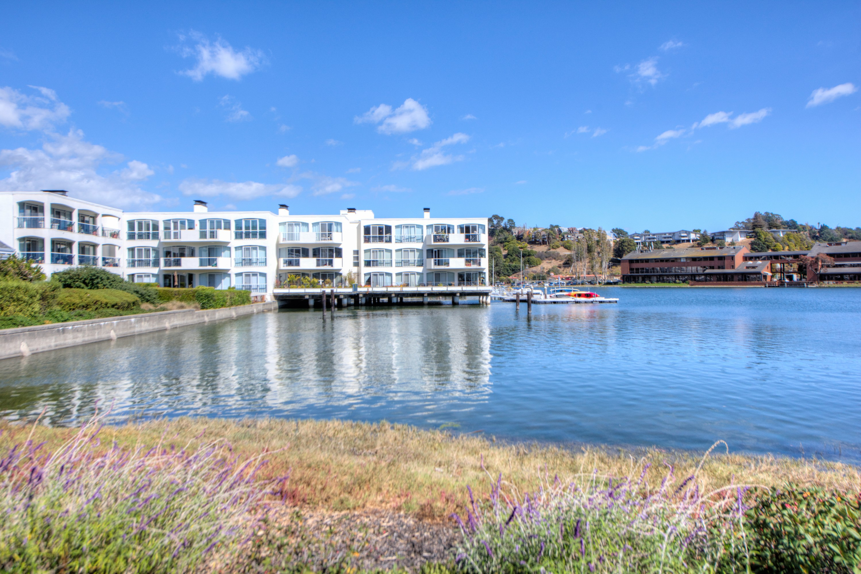 Casa Unifamiliar por un Venta en Stunning Waterfront Penthouse with Boat Dock 5331 Shelter Bay Avenue Mill Valley, California, 94941 Estados Unidos