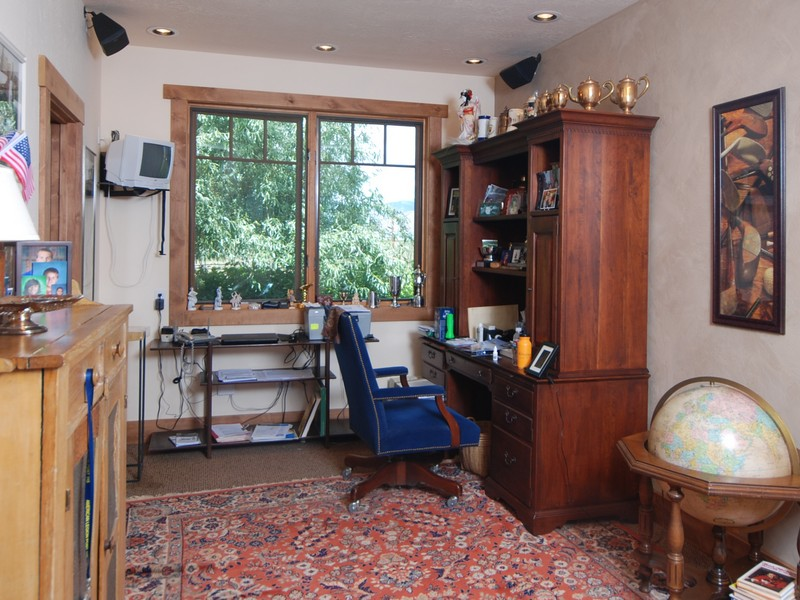 Additional photo for property listing at The Perfect Log Home 85 Browning Lane 贝尔维尤, 爱达荷州 83313 美国