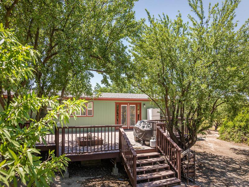 Maison unifamiliale pour l Vente à Country Home on 12.4+/- Acres 1110 Paseo Almendra Templeton, Californie 93465 États-Unis