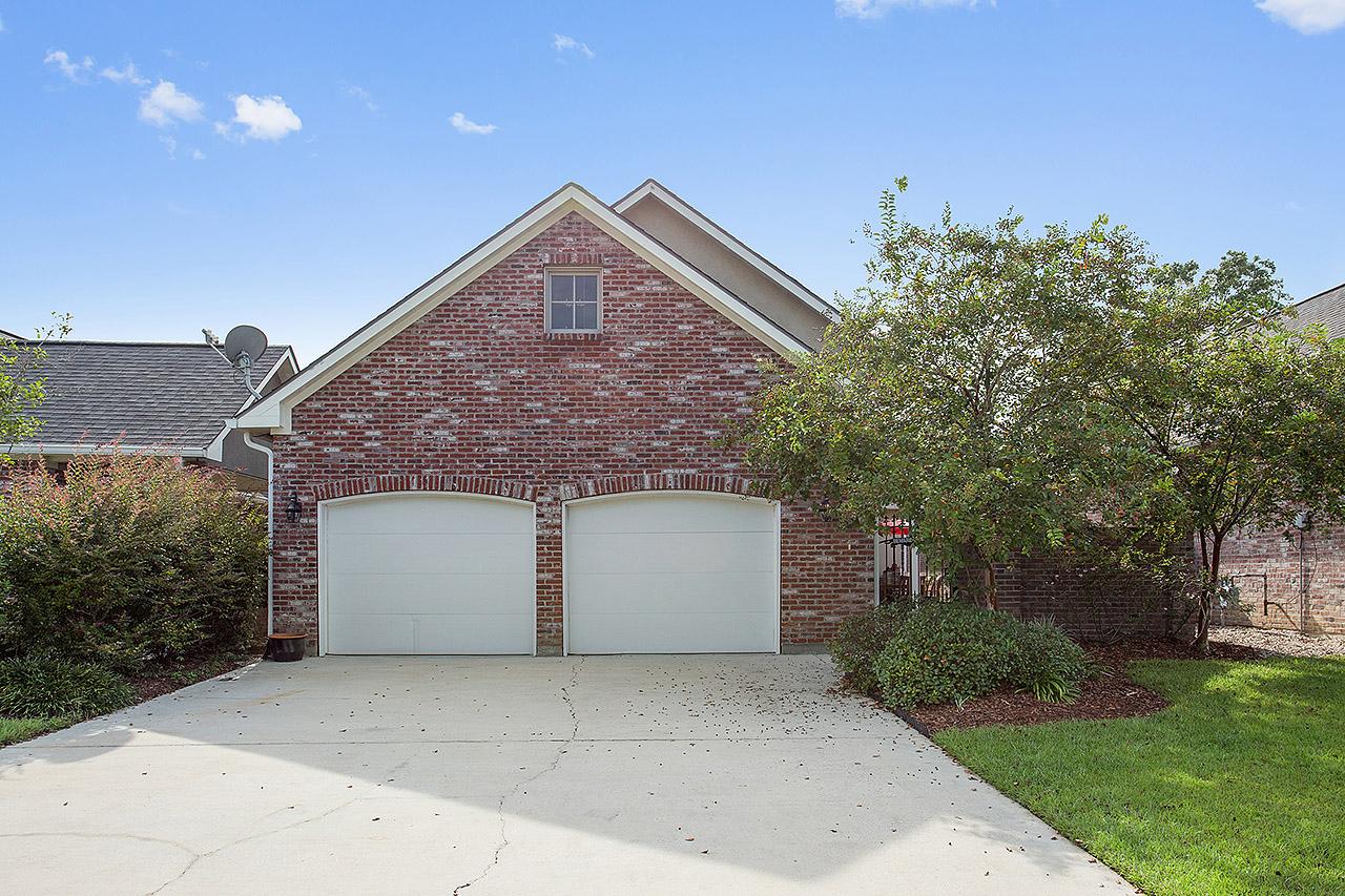 Maison unifamiliale pour l Vente à 23743 Monarch Pt Springfield, Louisiana, 70462 États-Unis
