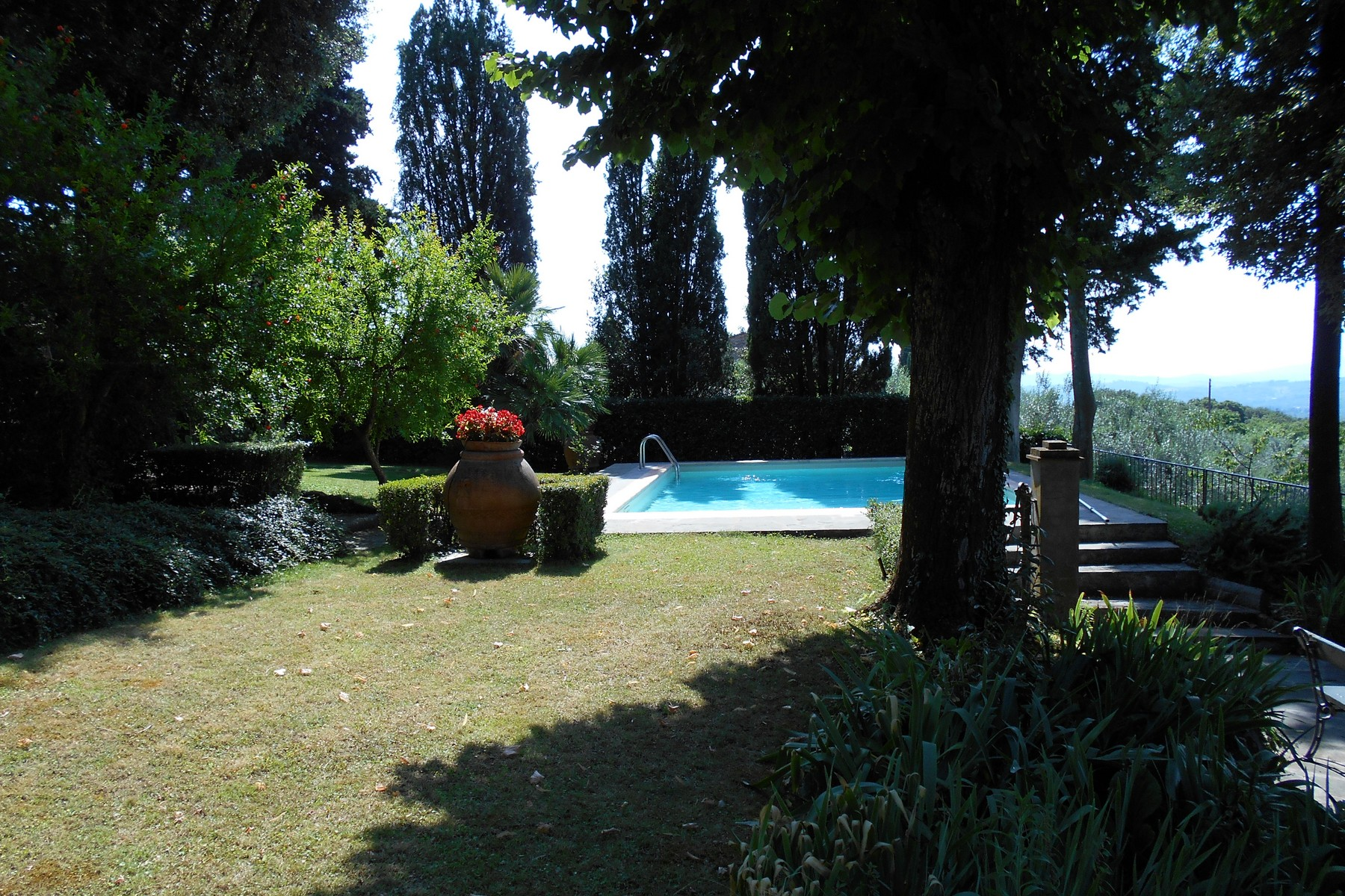 Additional photo for property listing at Farmhouse with swimming pool and breathtaking views of Florence Via Lonchio Antella Bagno A Ripoli, Florence 50012 Italy