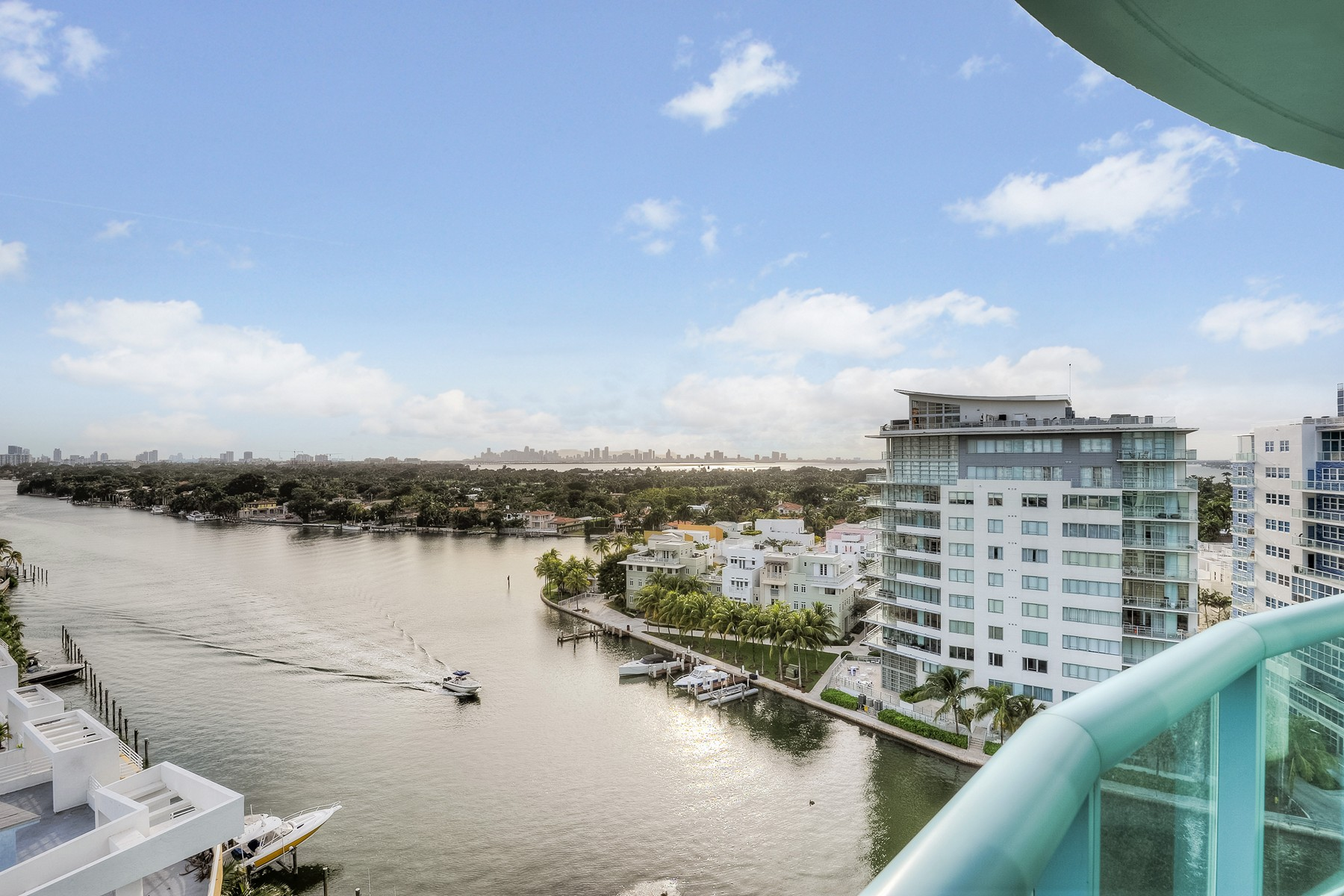Piso por un Venta en 6000 Indian Creek 6000 Indian Creek Dr #12A Miami Beach, Florida 33140 Estados Unidos