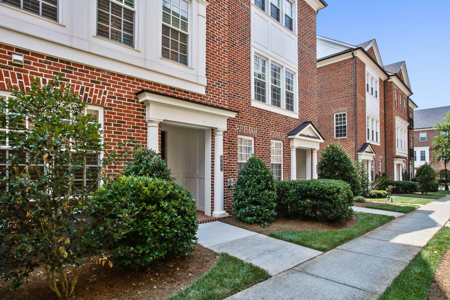 Таунхаус для того Продажа на Sought-after Lullwater Park Intown Gated Community 858 Lullwater Park Court Atlanta, Джорджия, 30306 Соединенные Штаты