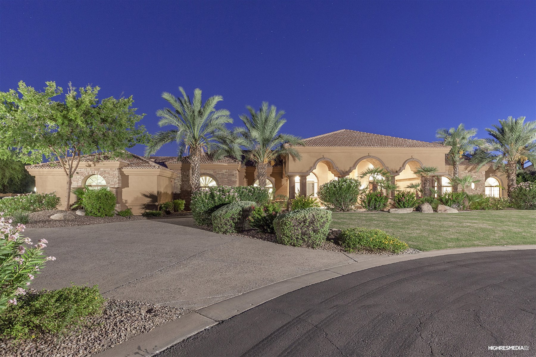 一戸建て のために 売買 アット Gated enclave of Portales Del Sol in the Cactus Corridor 7647 E Poinsettia DR Scottsdale, アリゾナ, 85260 アメリカ合衆国