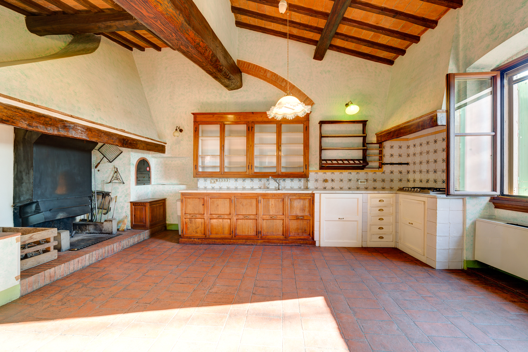 Additional photo for property listing at Renovated farmhouse in Florence Viale Righi Firenze, Florence 50100 Italien