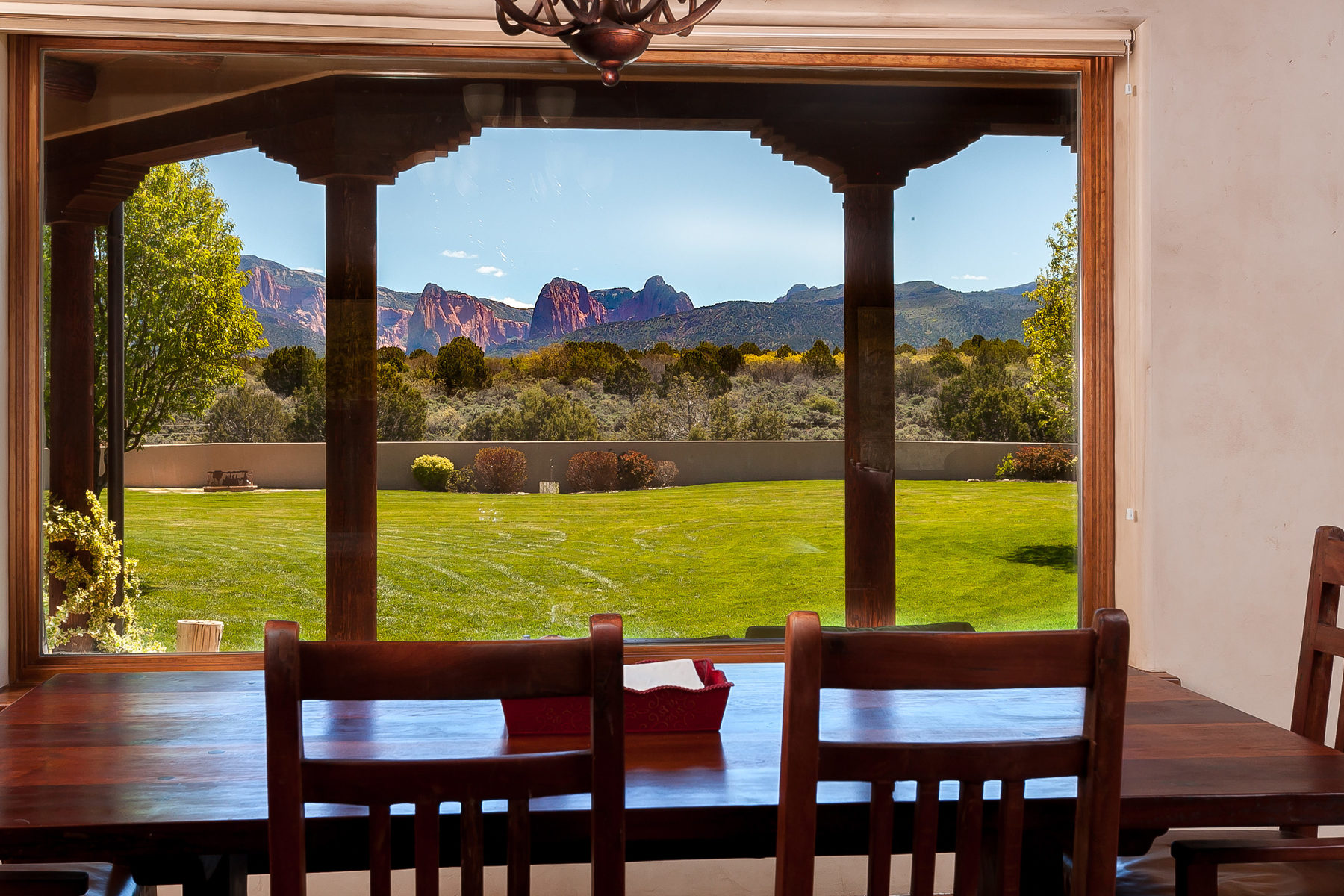 Maison unifamiliale pour l Vente à Equestrian Paradise with Zion's Kolob Canyon Views 755 South 1500 East New Harmony, Utah, 84757 États-Unis