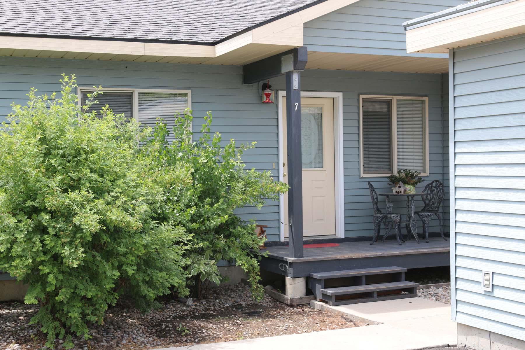 Maison de ville pour l Vente à Two Bedroom Townhome in Alpine 500 Snake River Drive Unit 7 Alpine, Wyoming 83128 États-Unis