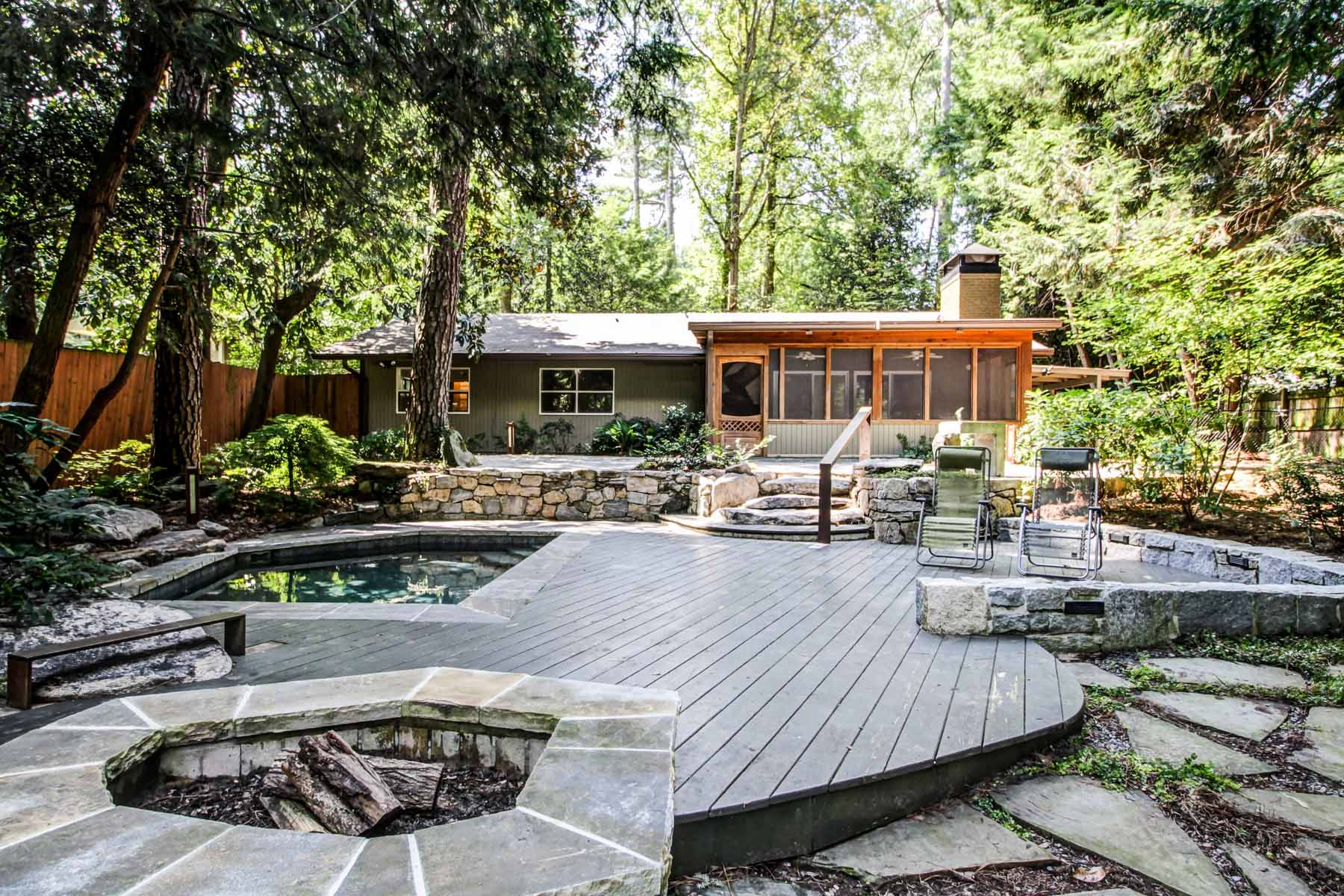 Частный односемейный дом для того Продажа на Vacation in your own home in this true Mid-Century Modern on acre+ retreat! 1811 E Clifton Road Druid Hills, Atlanta, Джорджия, 30307 Соединенные Штаты